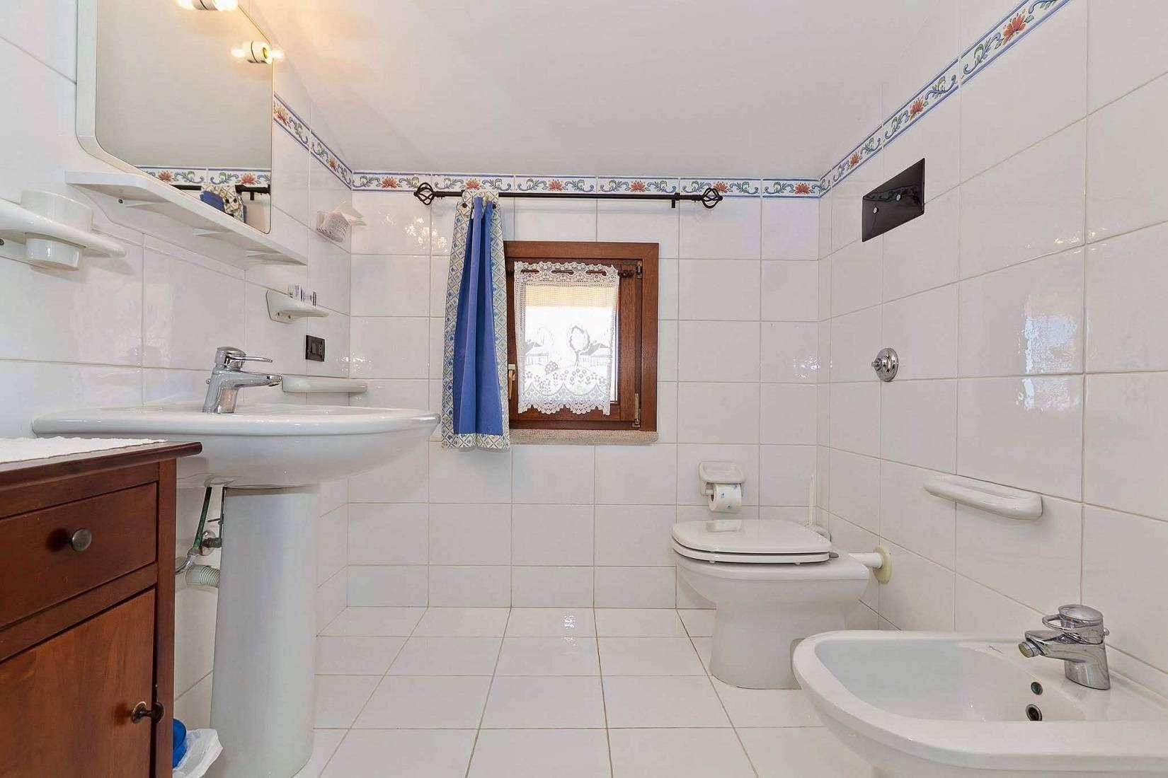 22 Carta Bathroom