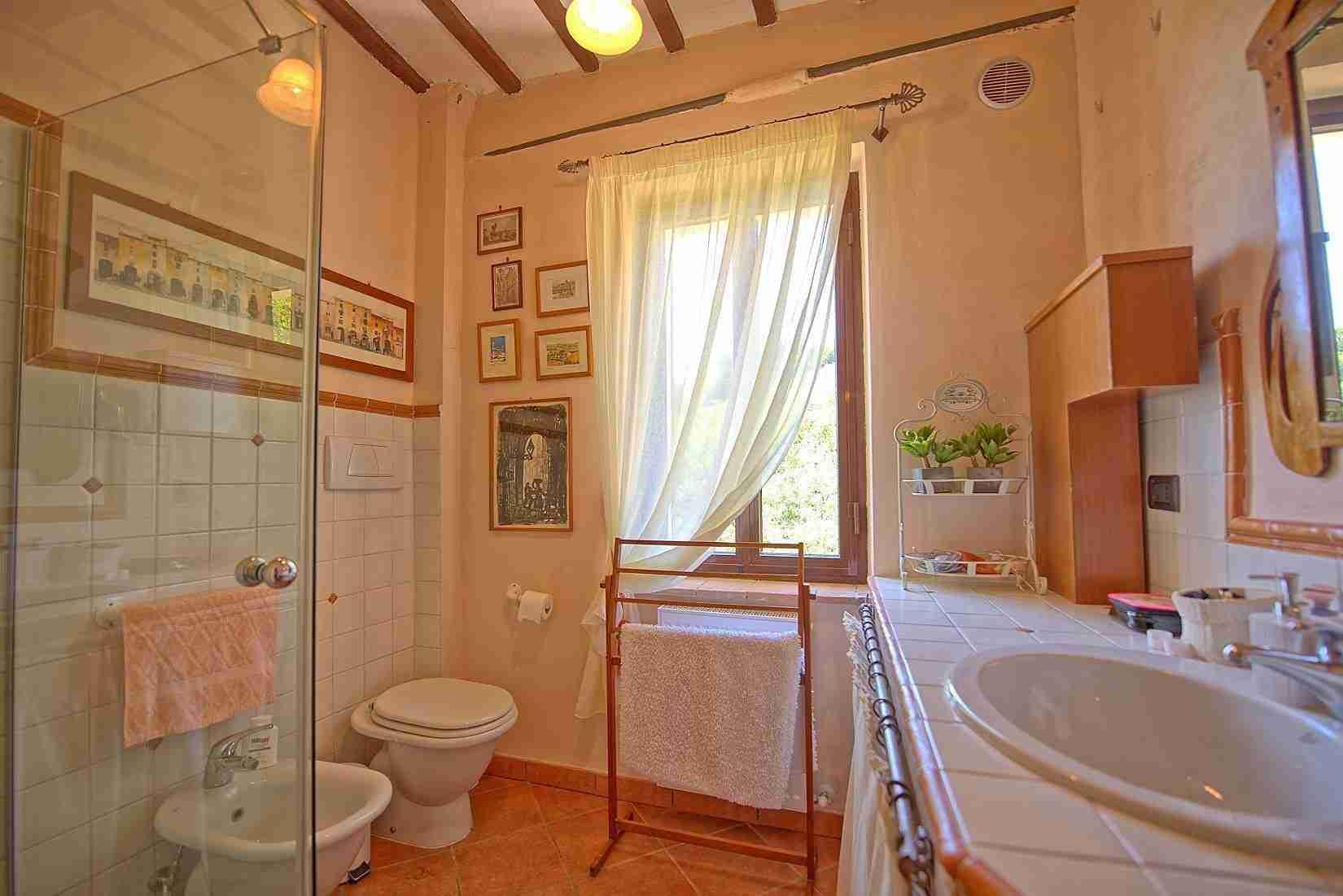 22 Clara bathroom