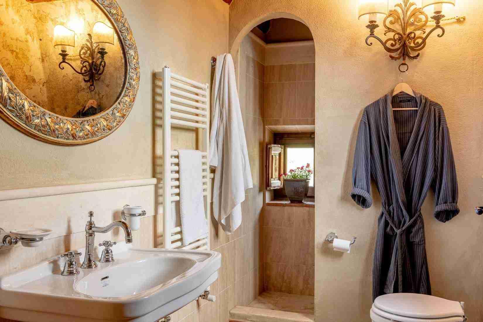 21 Fiorenza Bathroom
