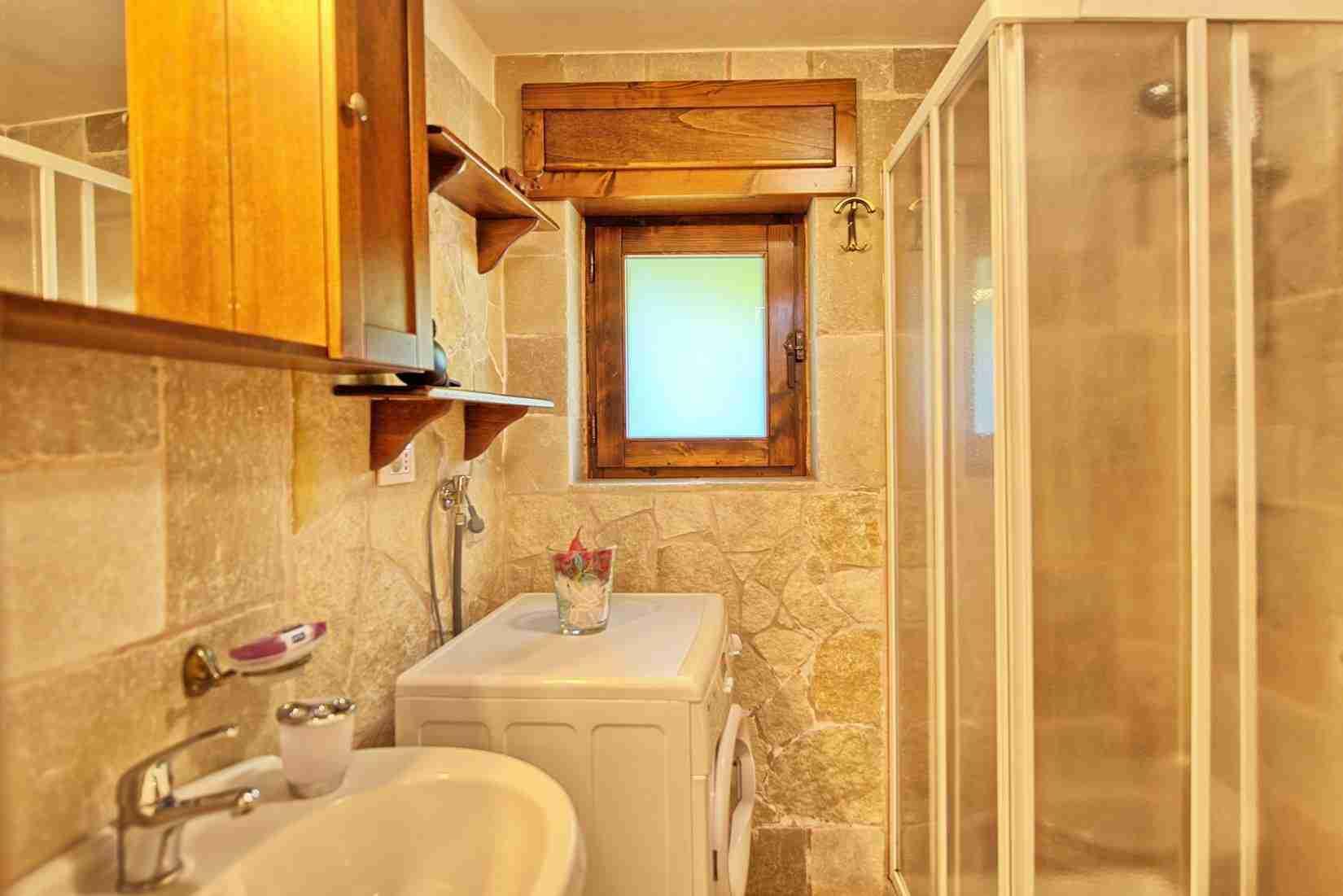 22 Sisin bathroom