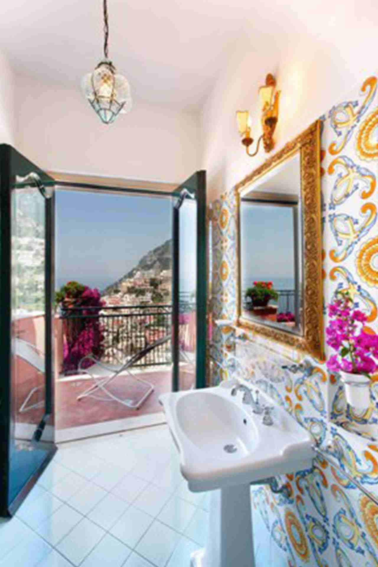 25 Positano bathroom