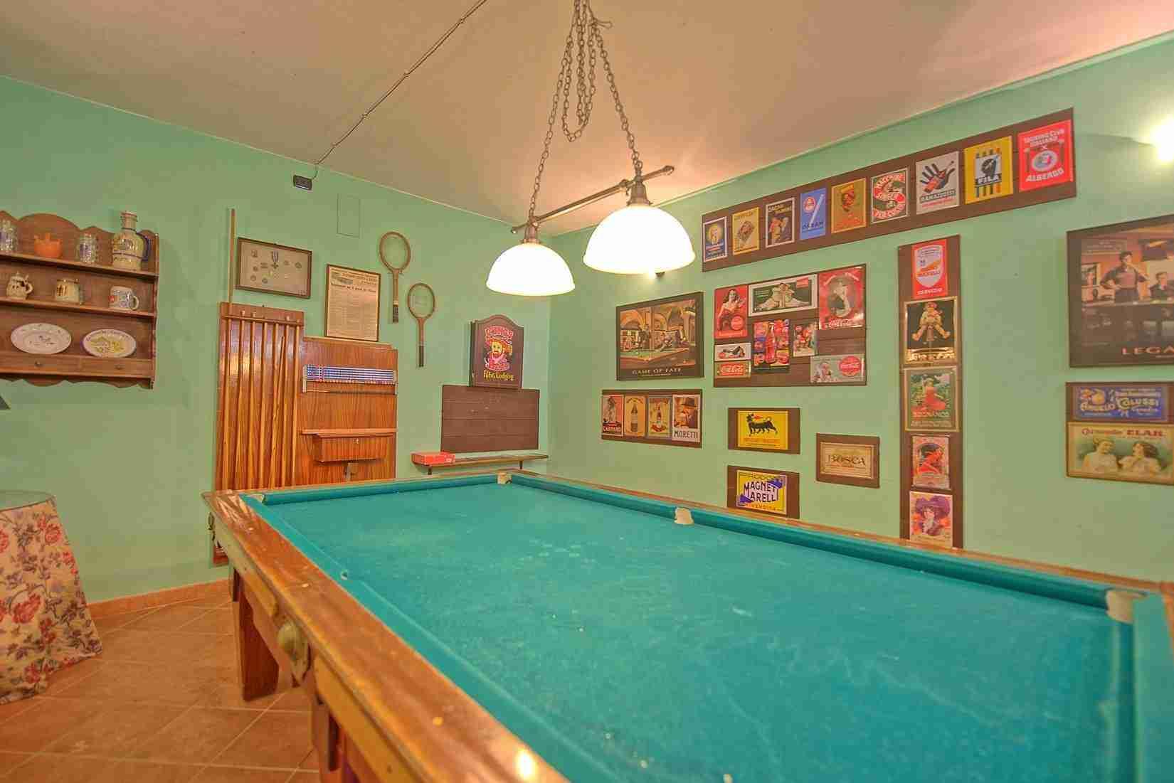 25 Clara billiard room