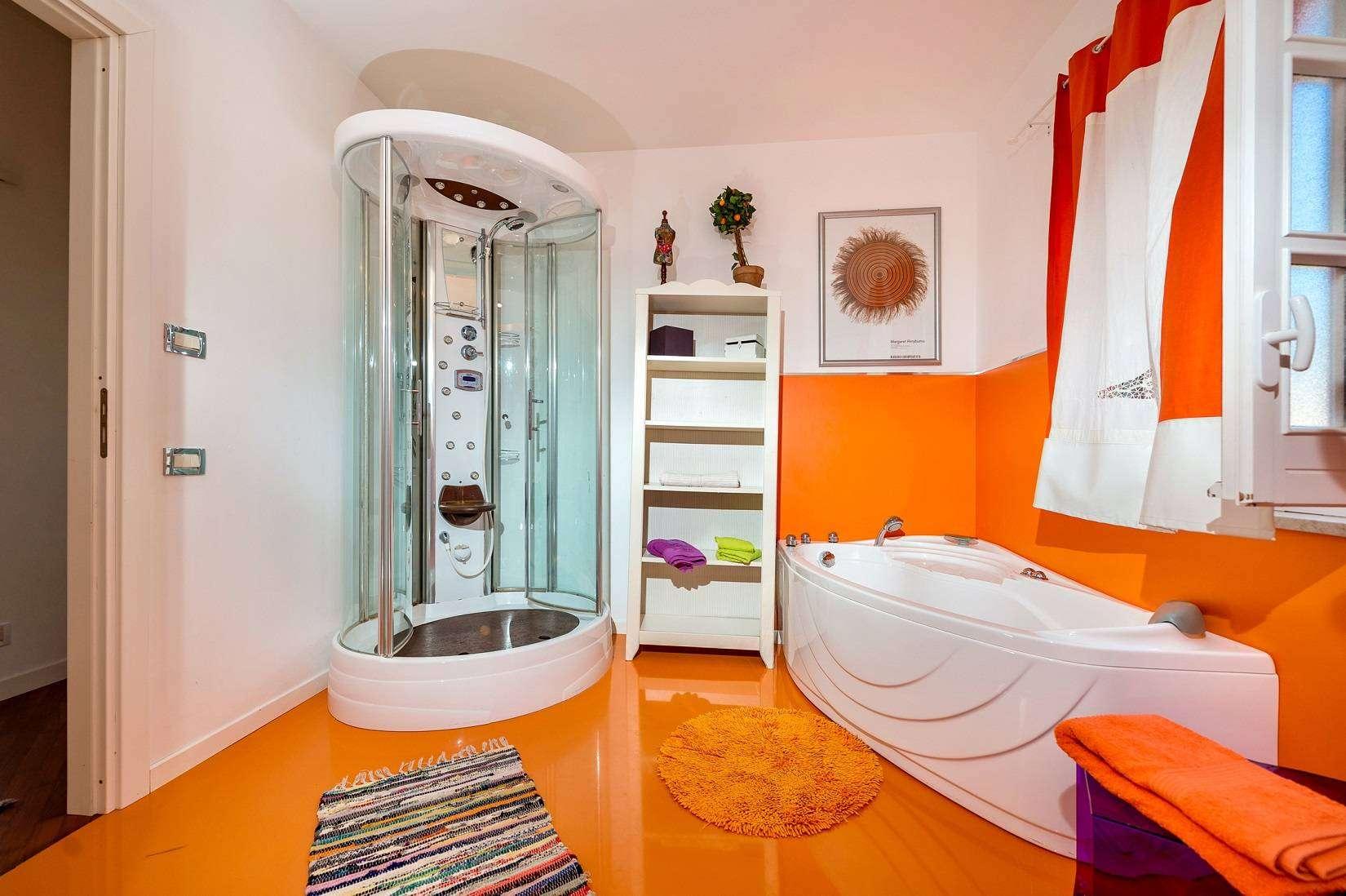 25 Dei Mori bathroom