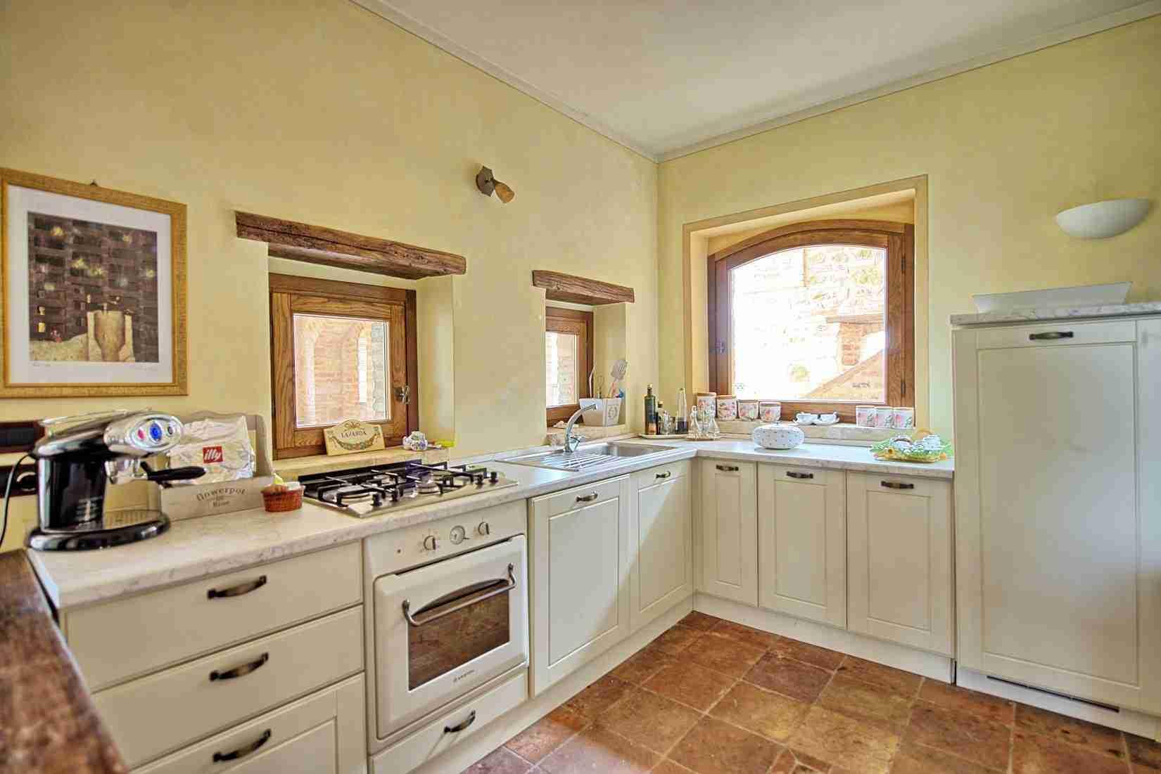 27 Assisi kitchen