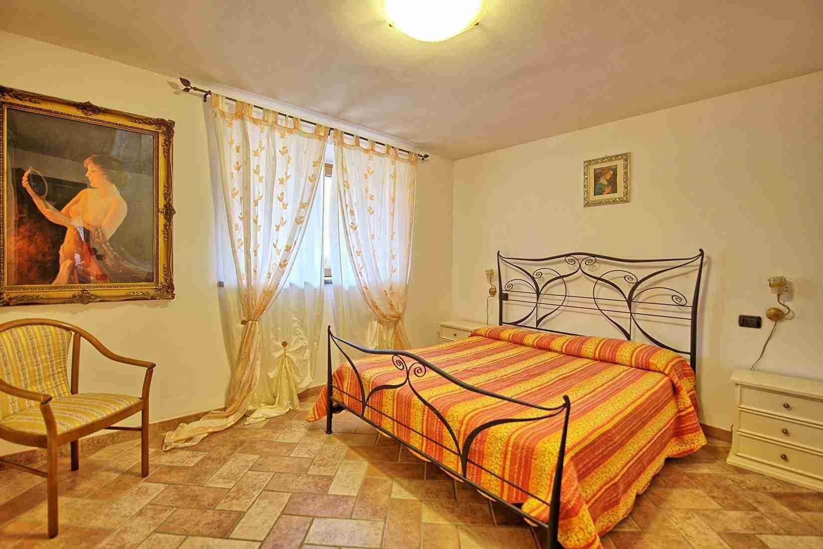 27 Etruria double bedroom