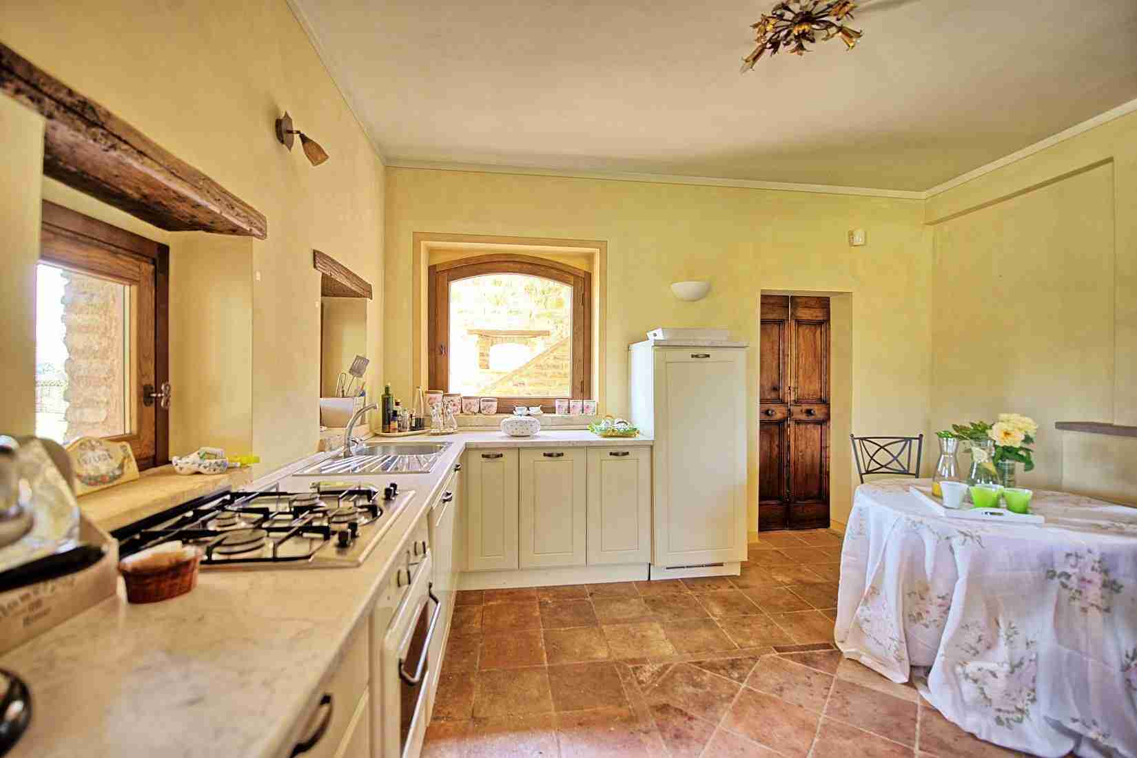 28 Assisi kitchen