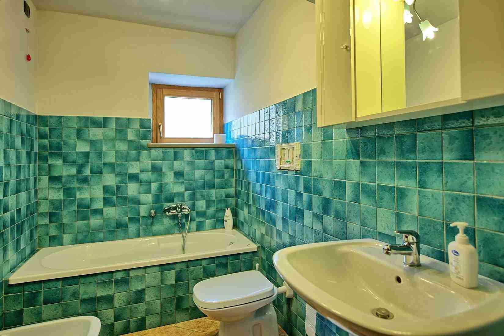 28 Etruria bathroom