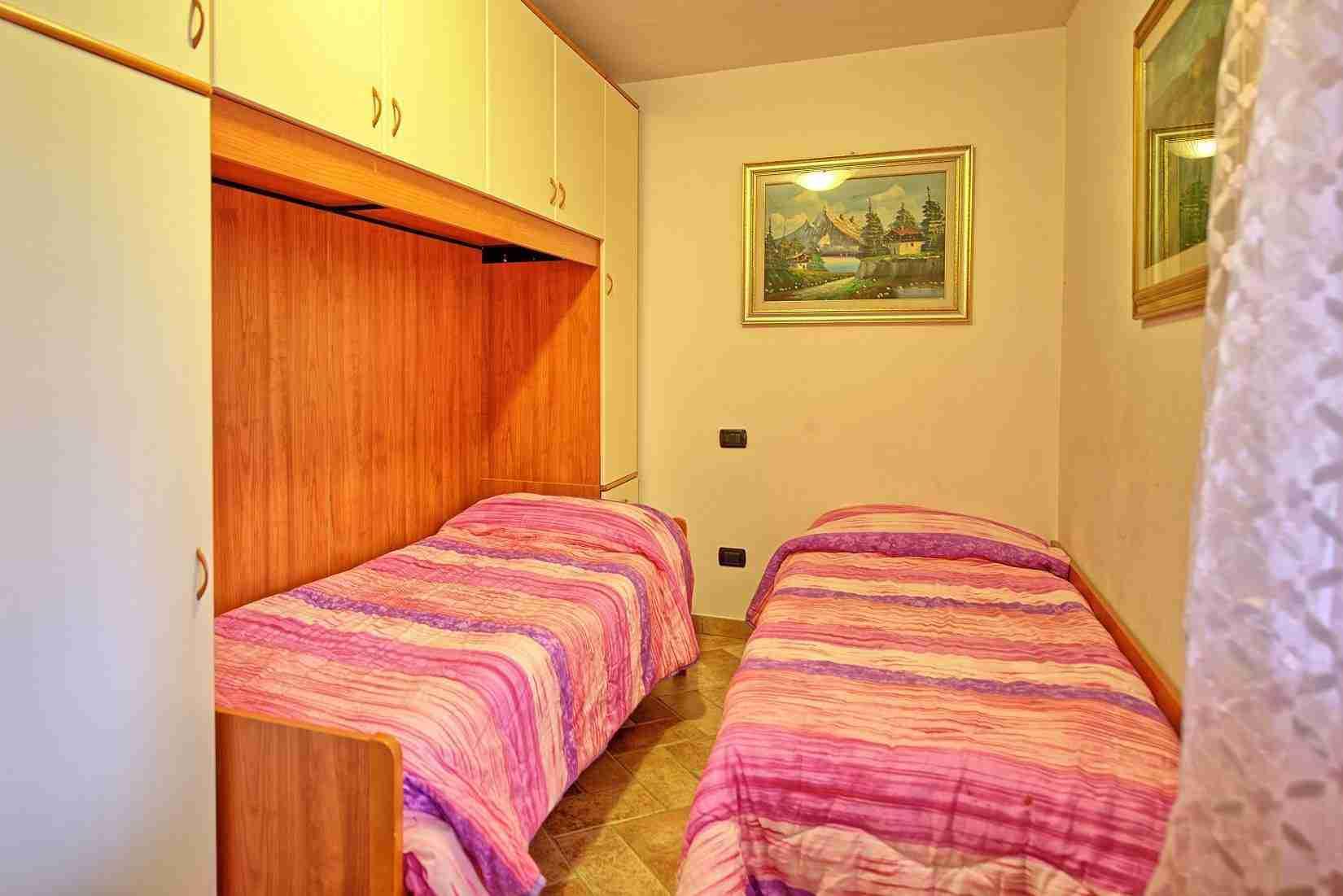 29 Etruria twin bedroom