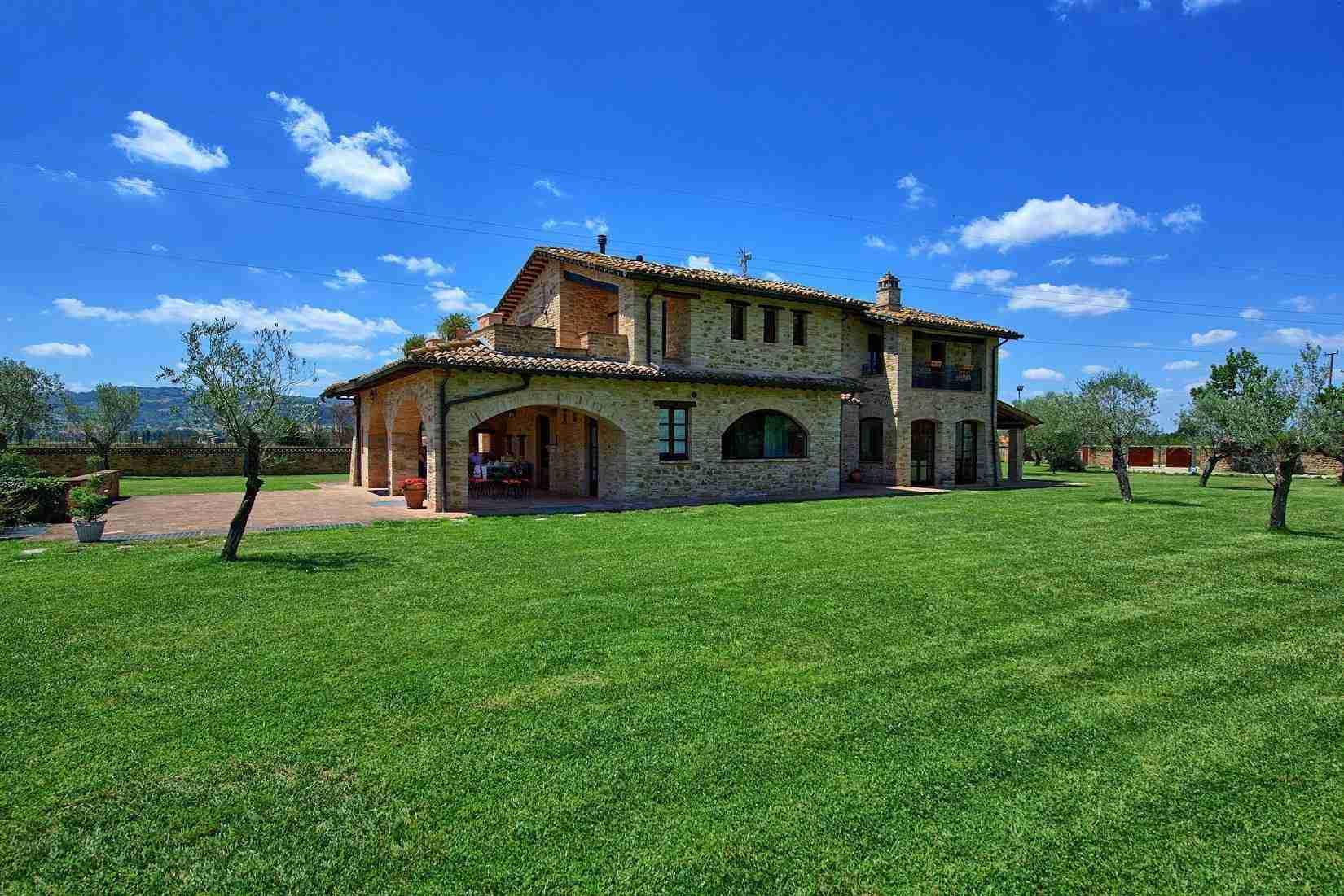 3 Assisi facade