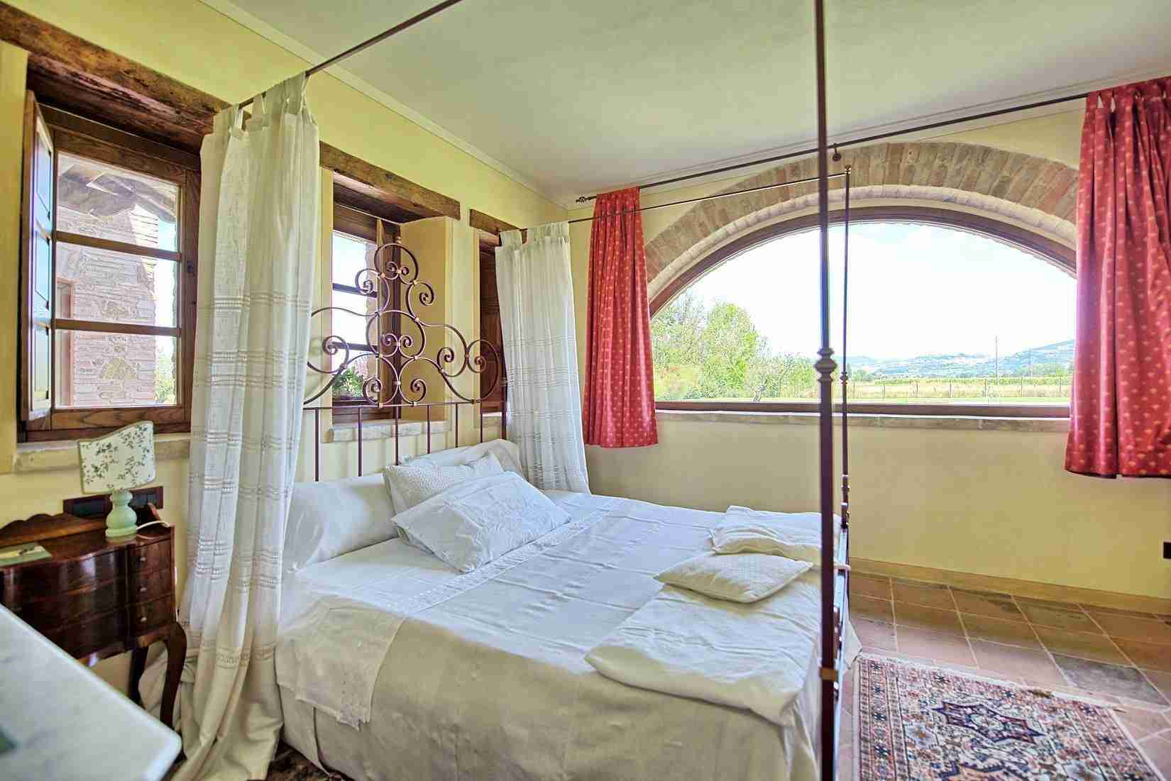 30 Assisi double bedroom