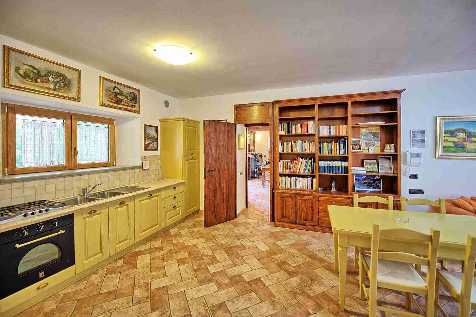 30 Etruria kitchen