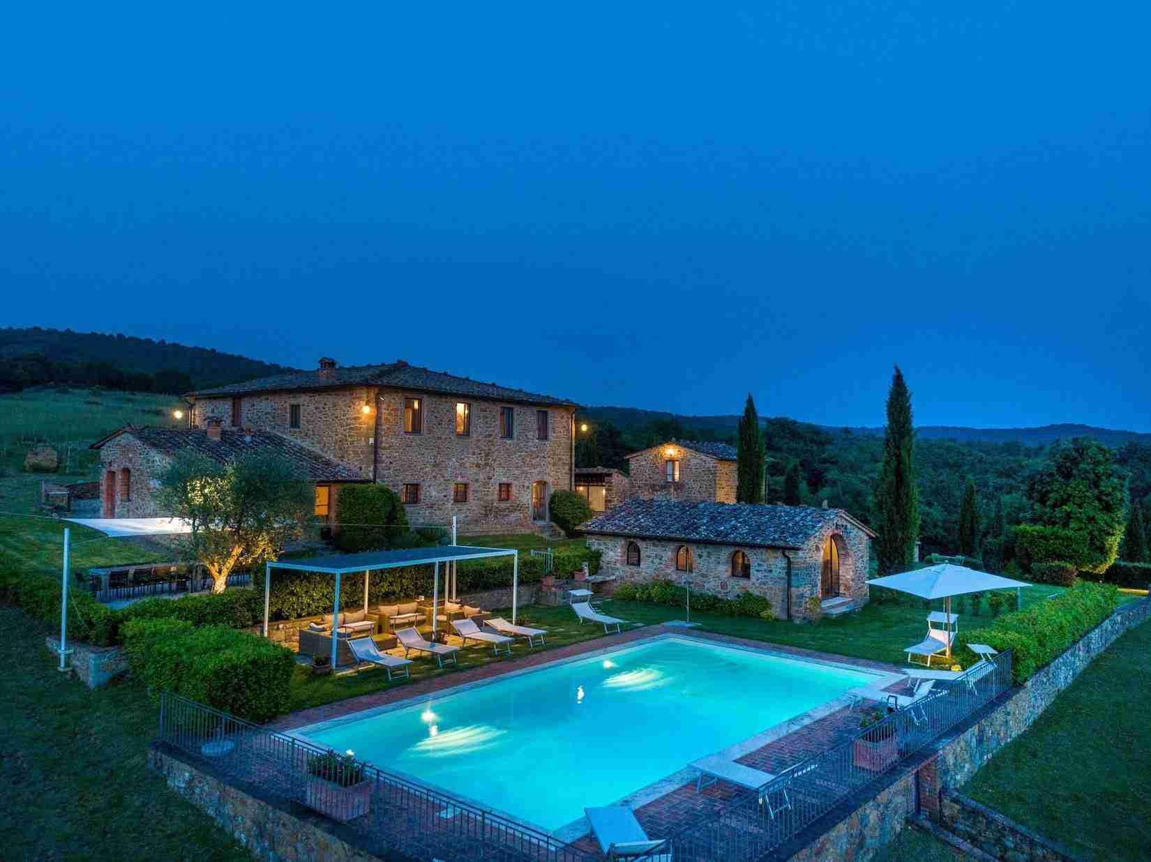 28 Fiorenza Pool in the night