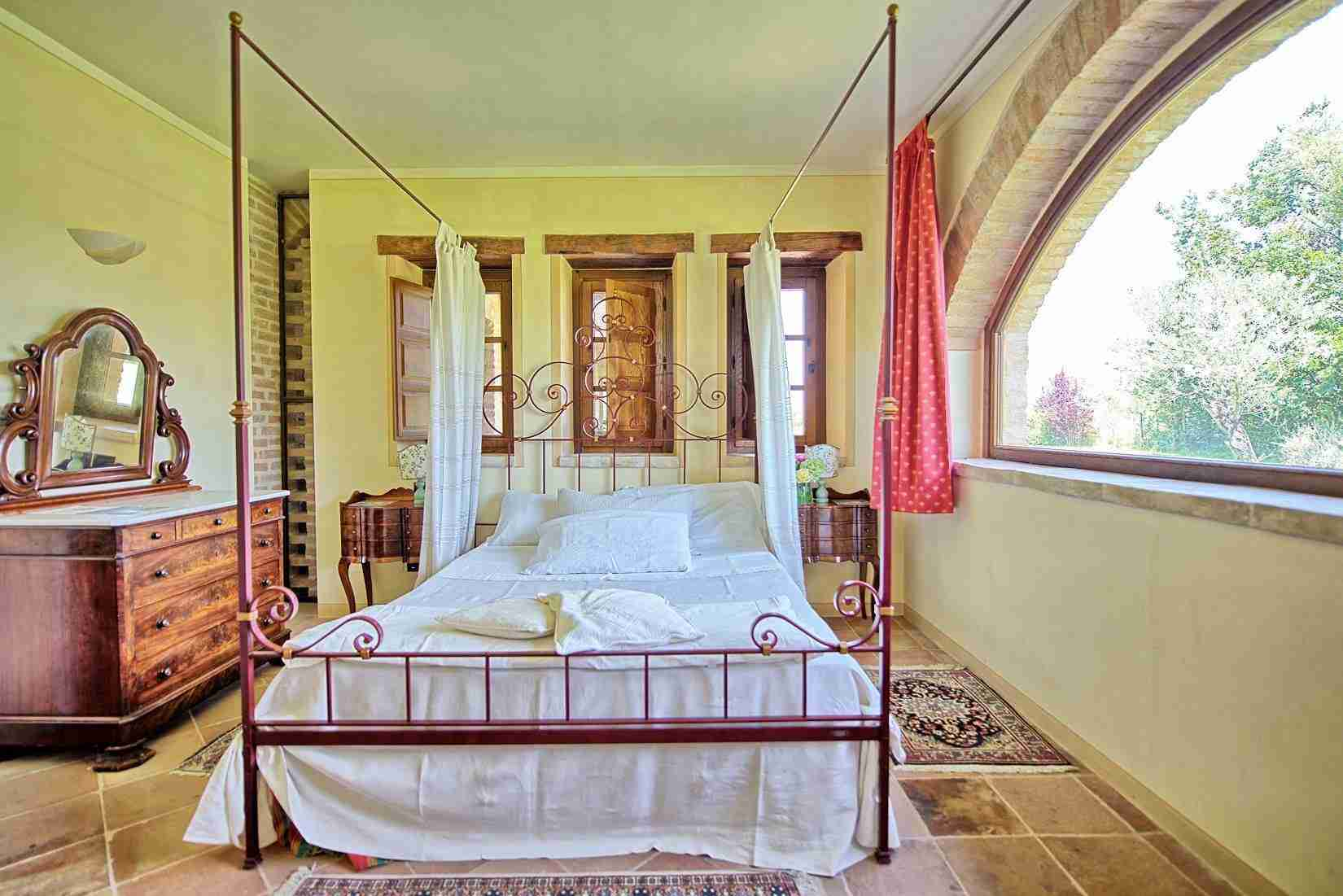 31 Assisi double bedroom