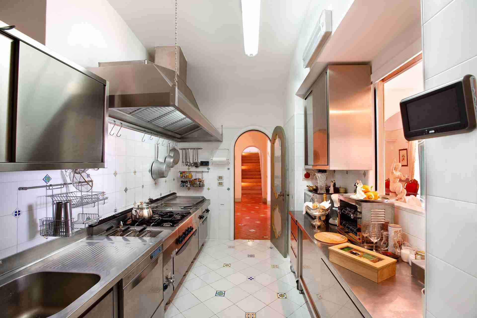 14 Positano kitchen