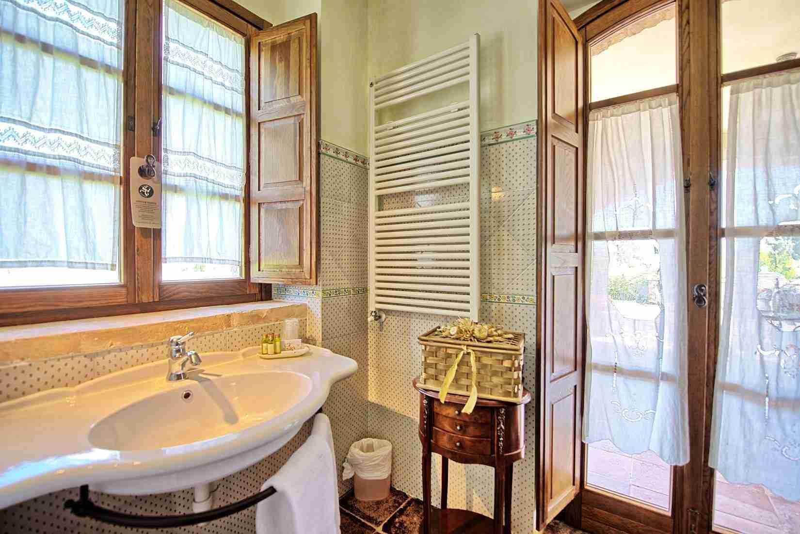 32 Assisi bathroom