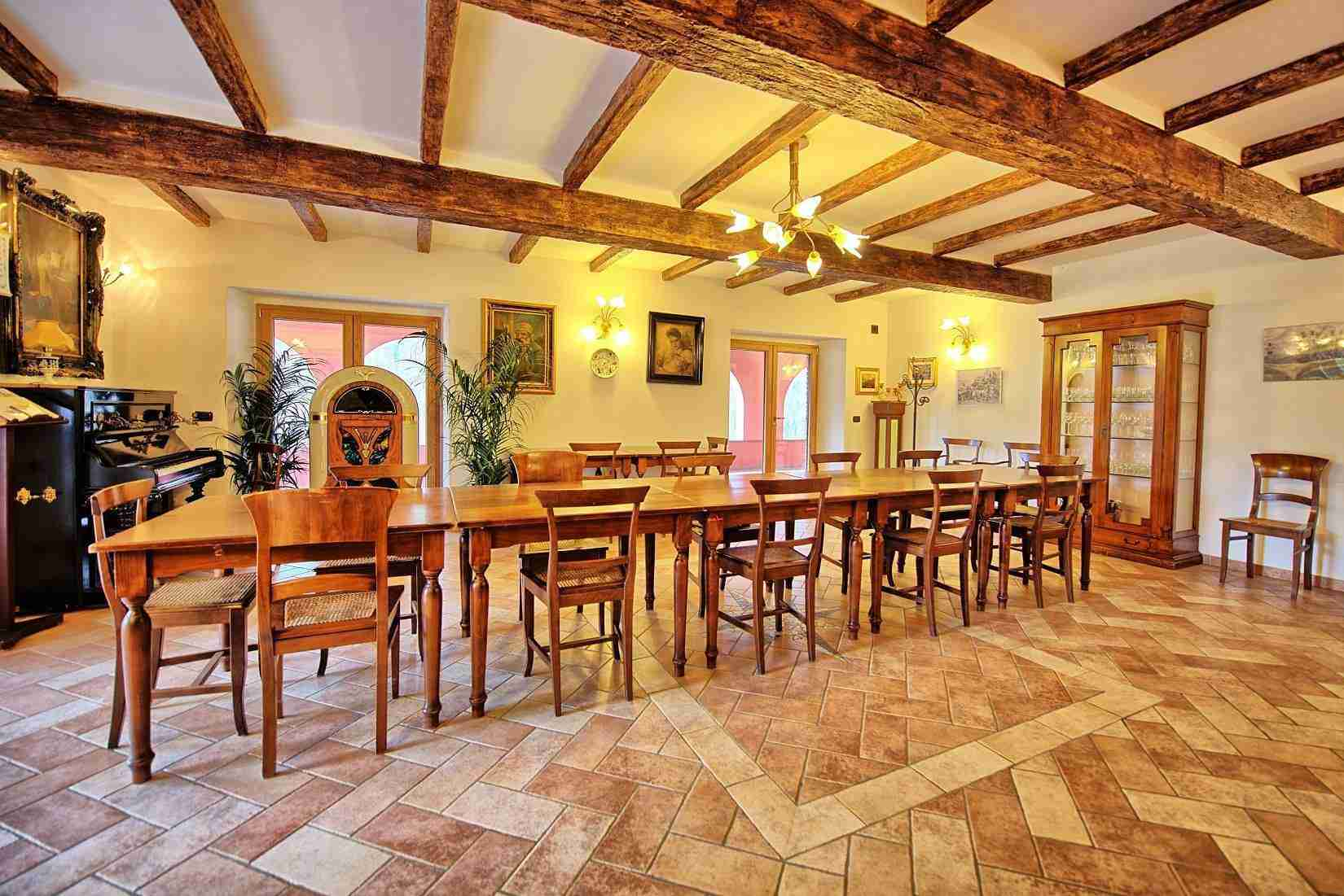 32 Etruria dining room