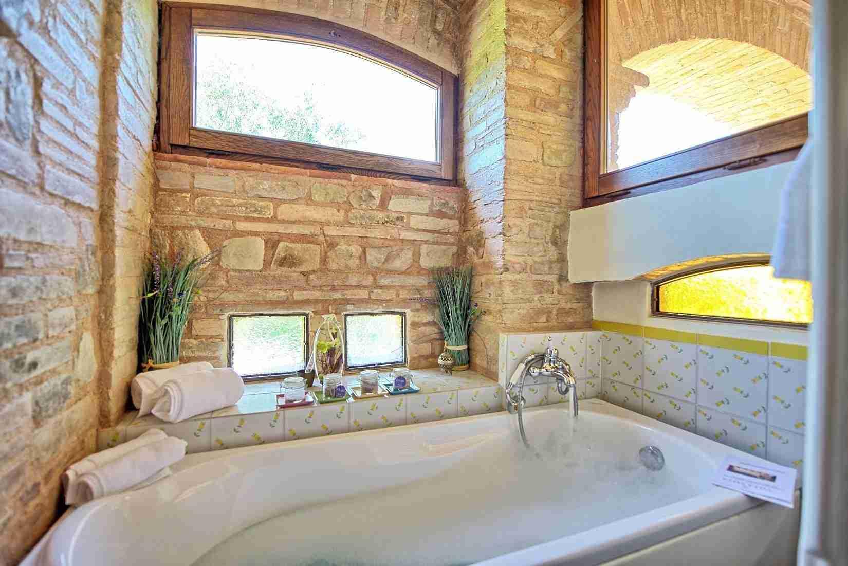 34 Assisi bath tub