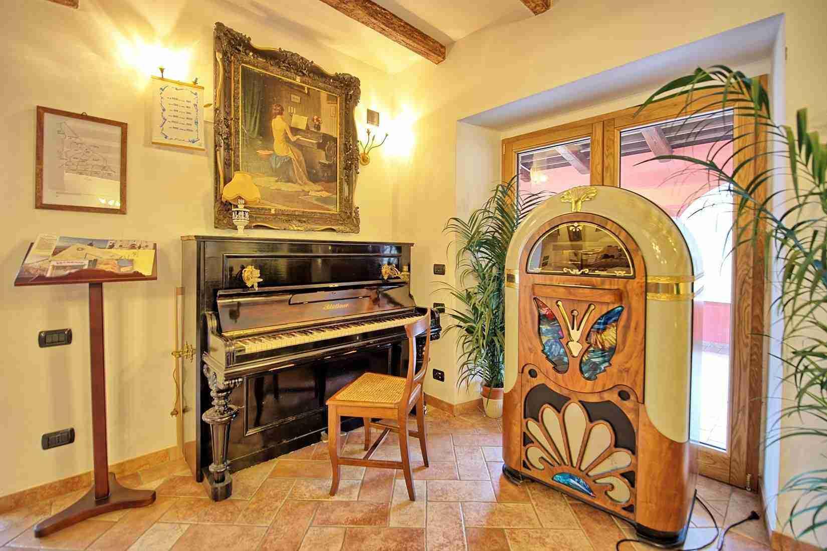 35 Etruria piano