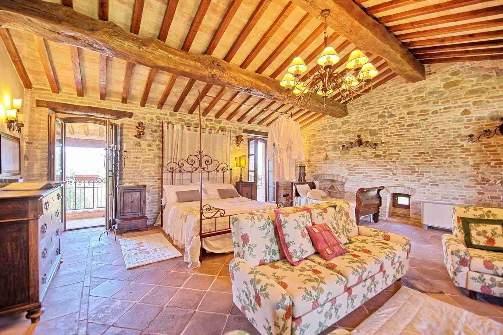 36 Assisi double bedroom
