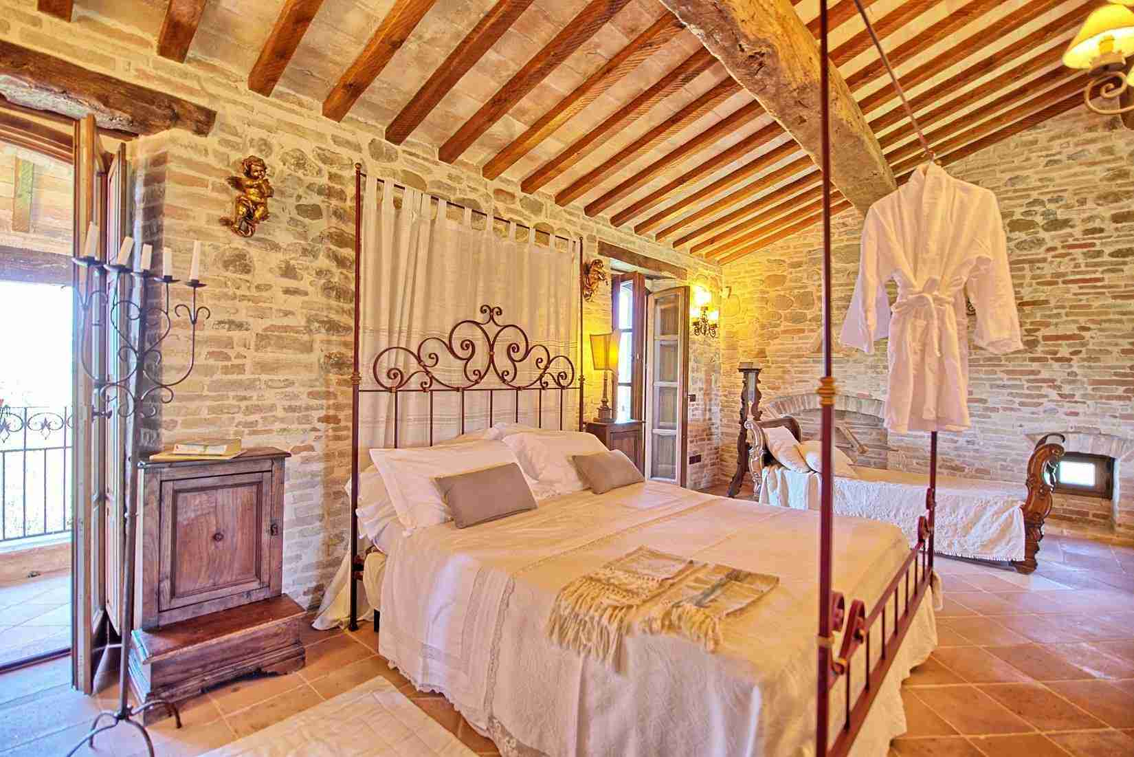 37 Assisi double bedroom