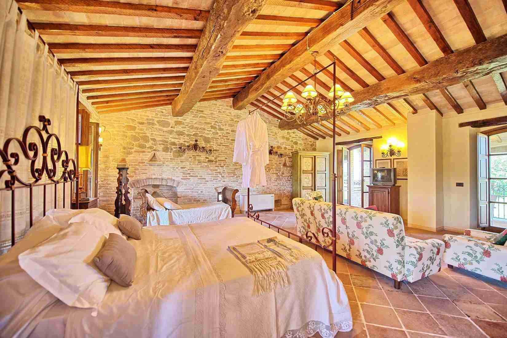 38 Assisi double bedroom