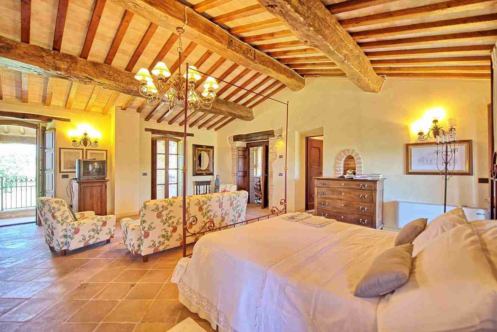 39 Assisi double bedroom