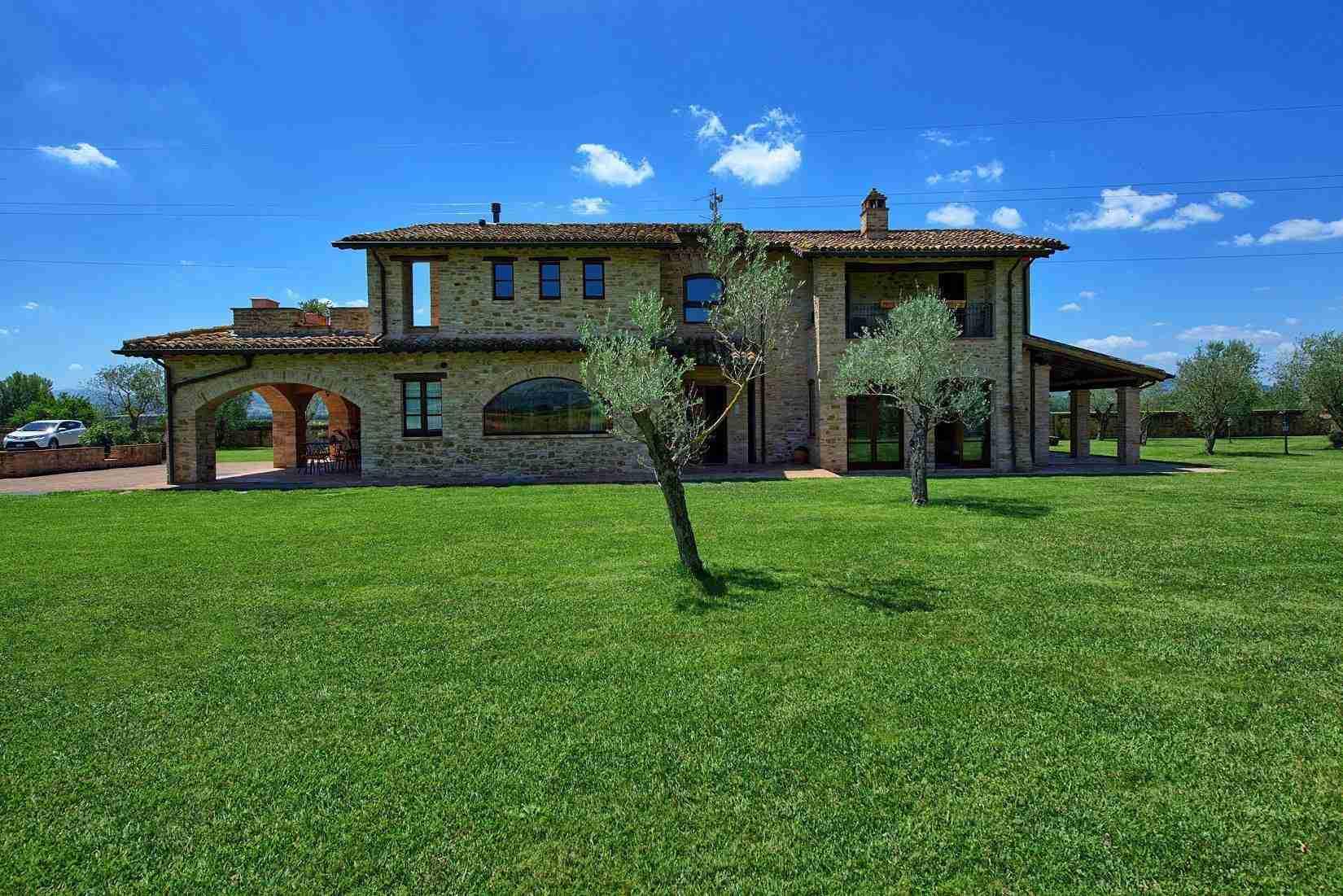 4 Assisi facade