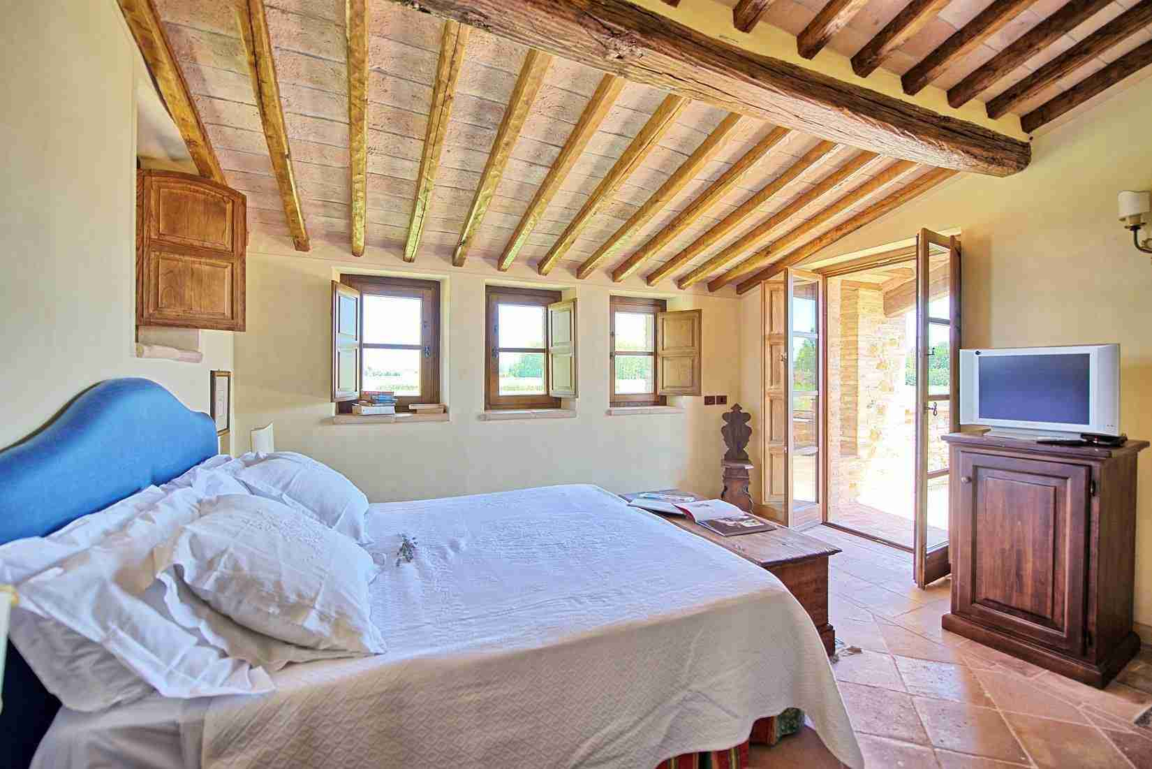 42 Assisi double bedroom