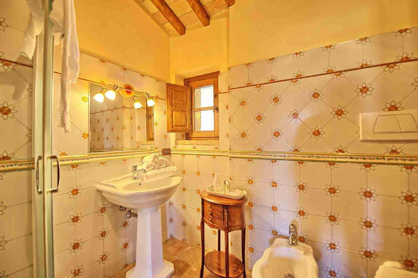 45 Assisi bathroom