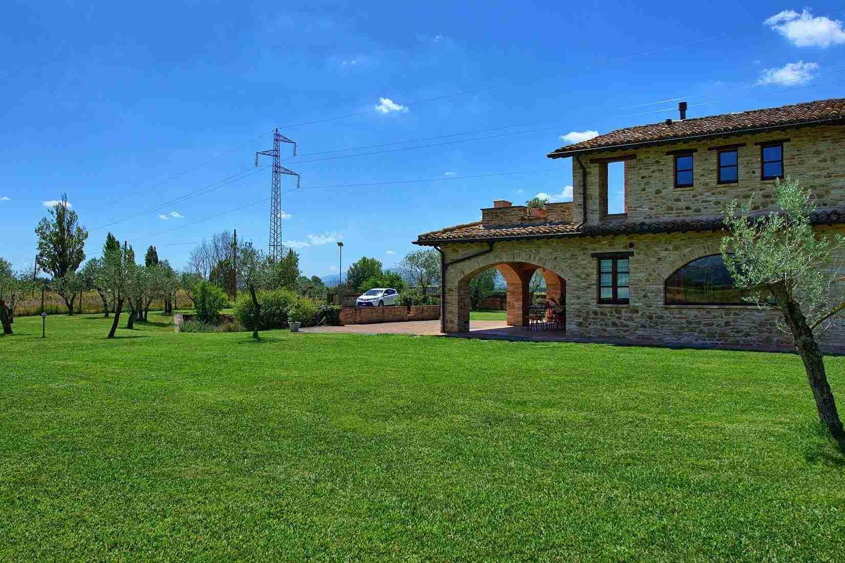 5 Assisi facade