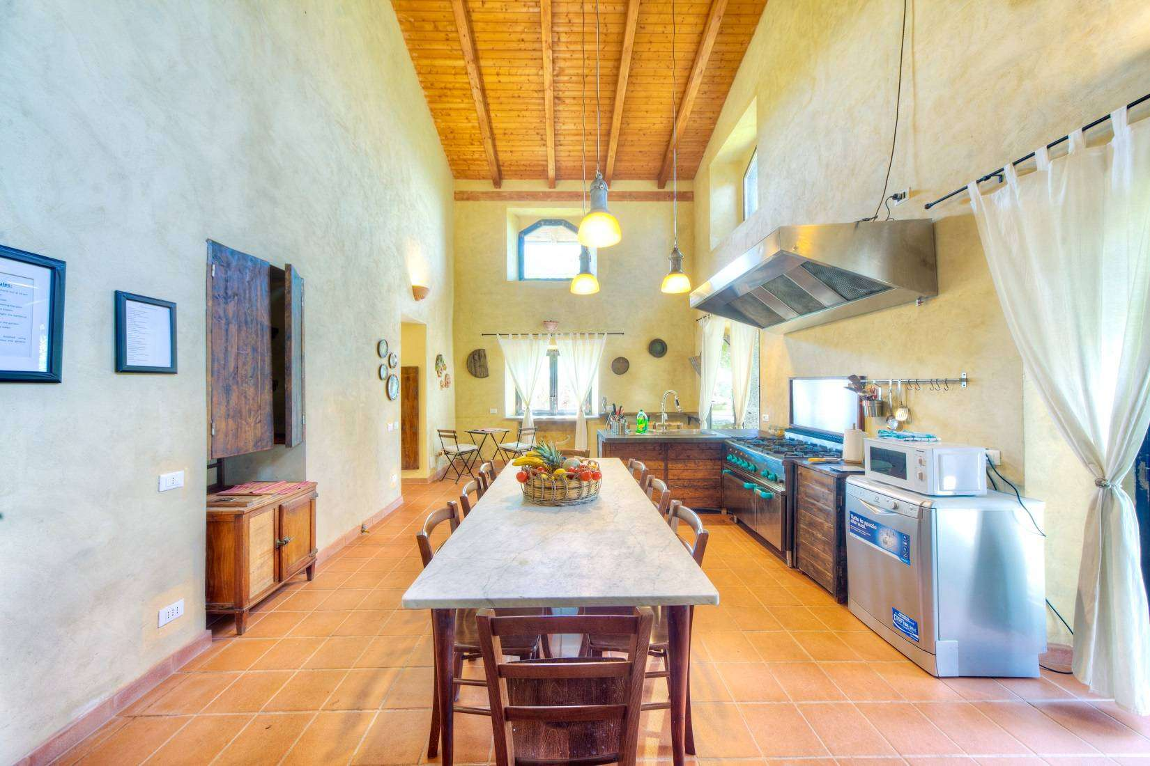 5 Rustica Dining Room