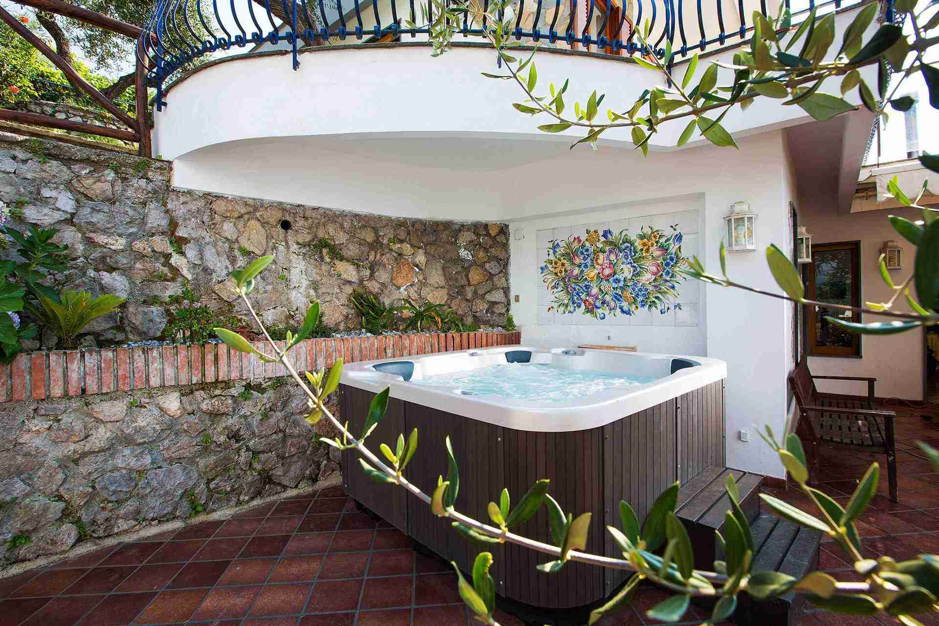 16 turchese outdoor jacuzzi