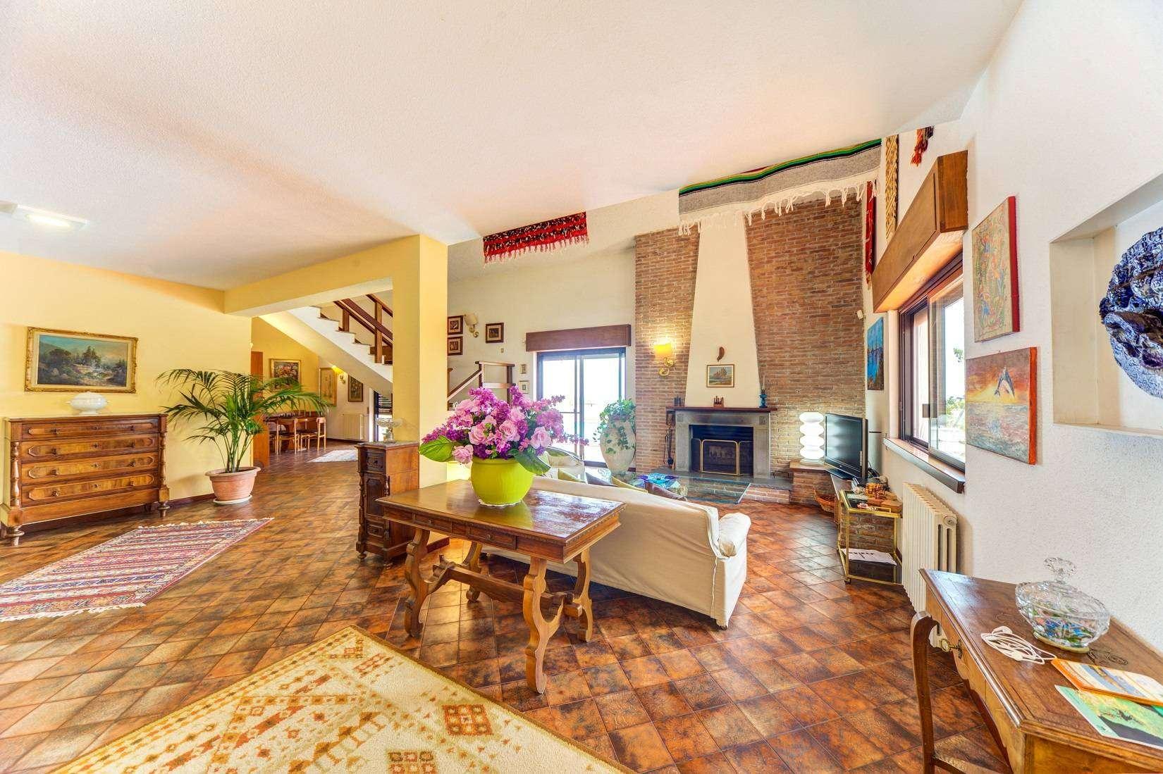 6 Forest Living room