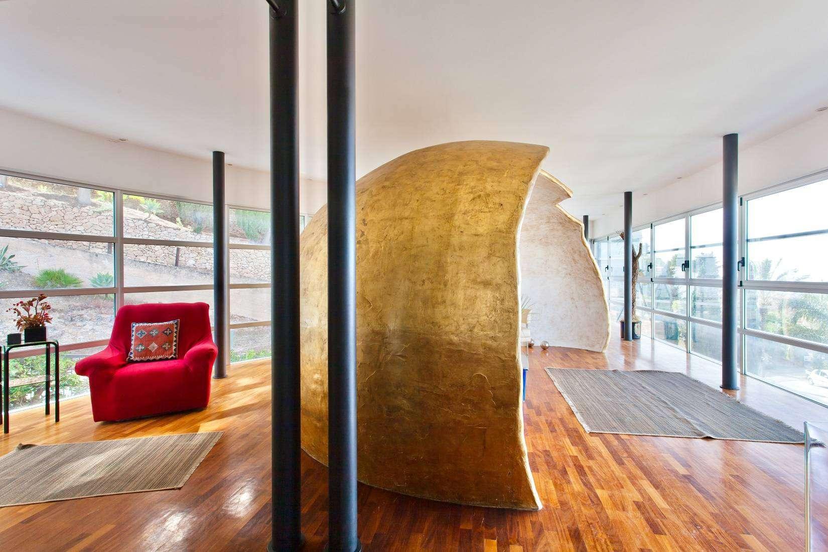 7 Infinity Living room