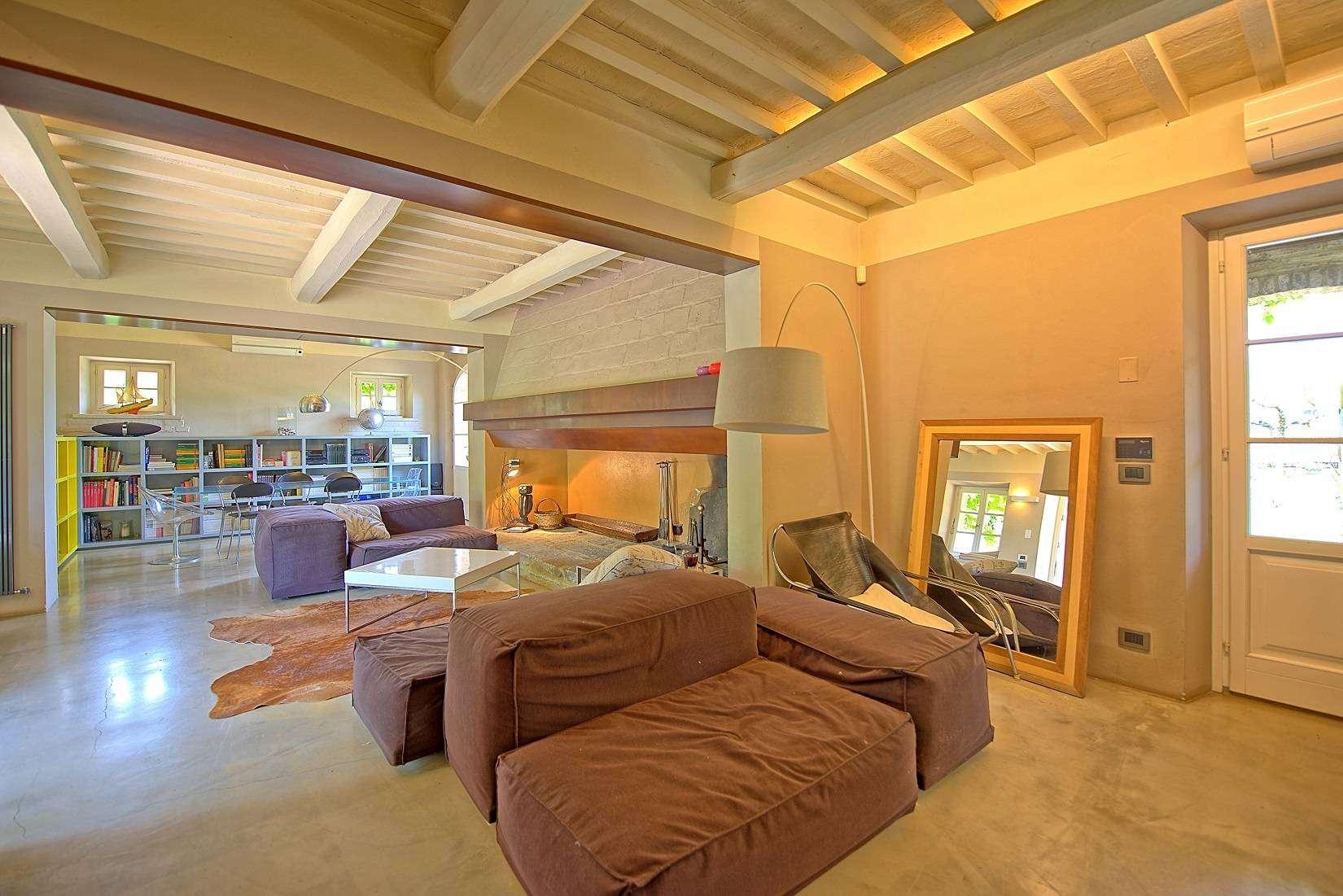 7 Jacopo Living room