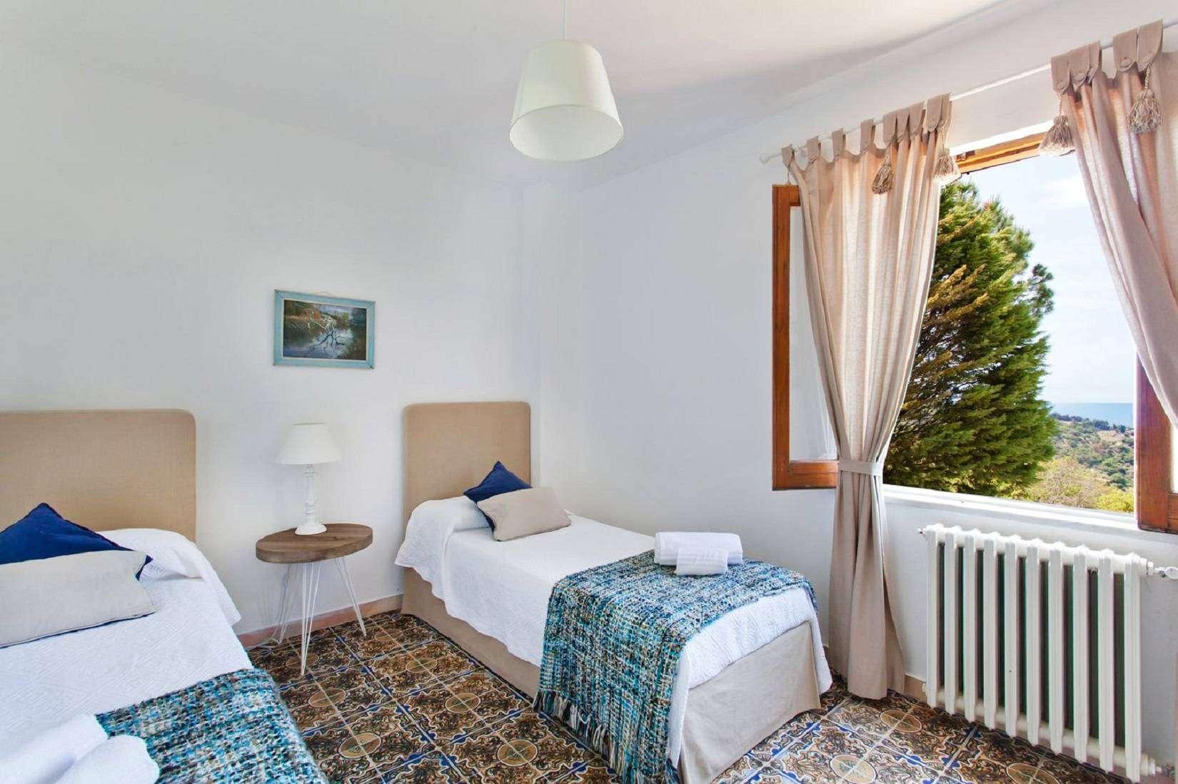 7 La Rocca Twin bedroom