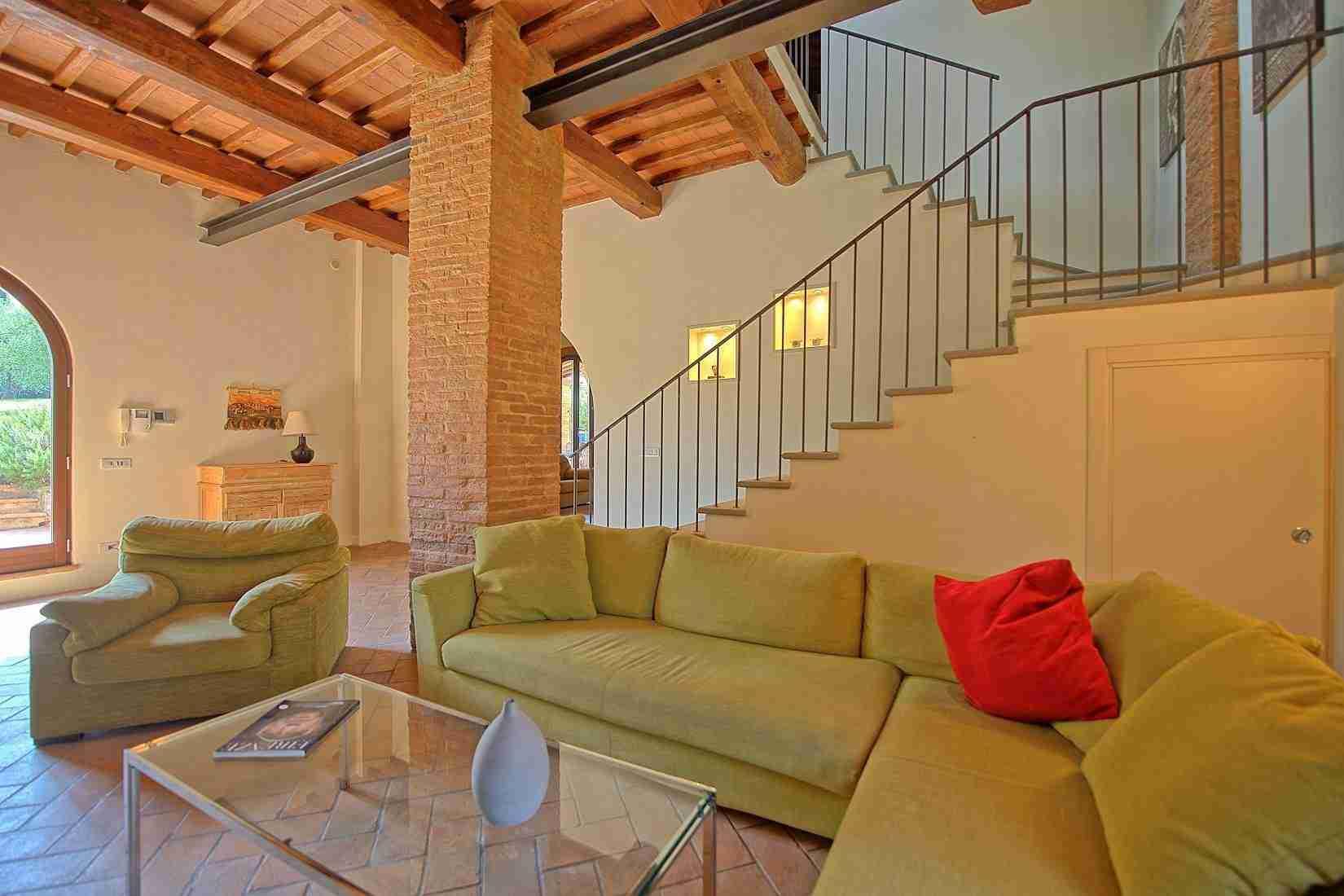 7 Ranieri living room