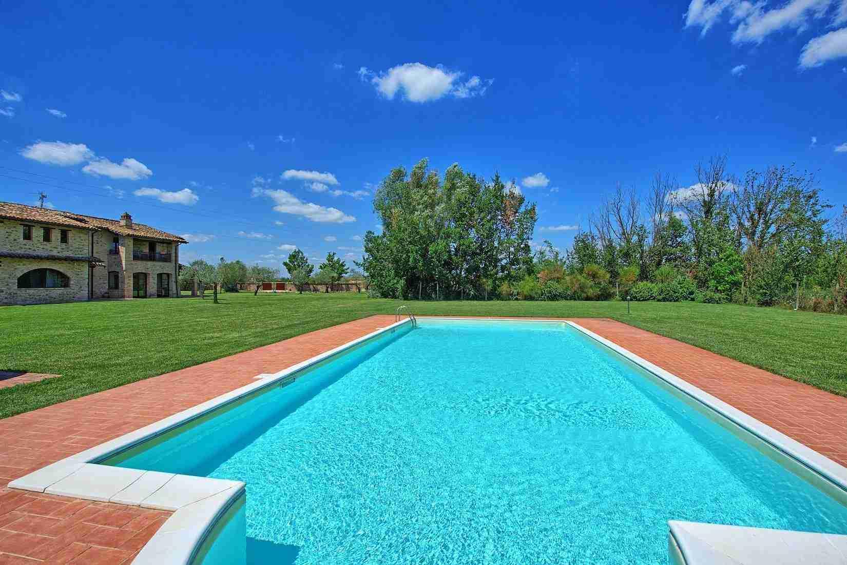 8 Assisi pool