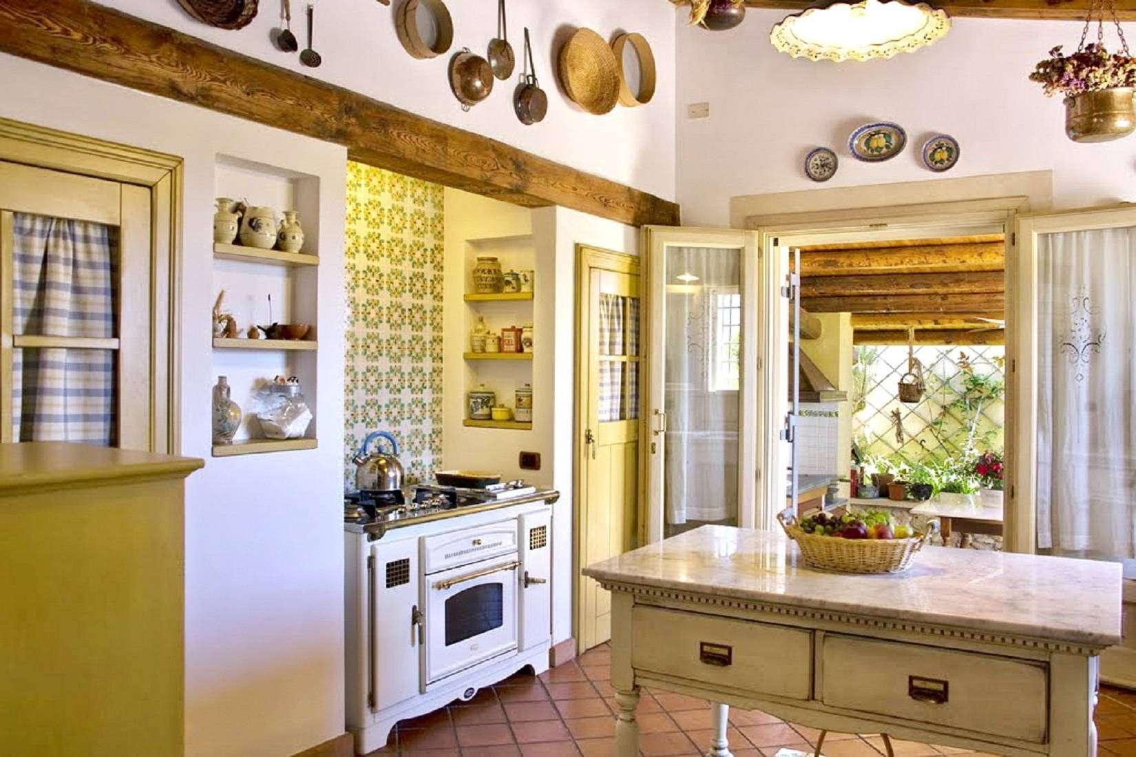 8 Lucia Kitchen