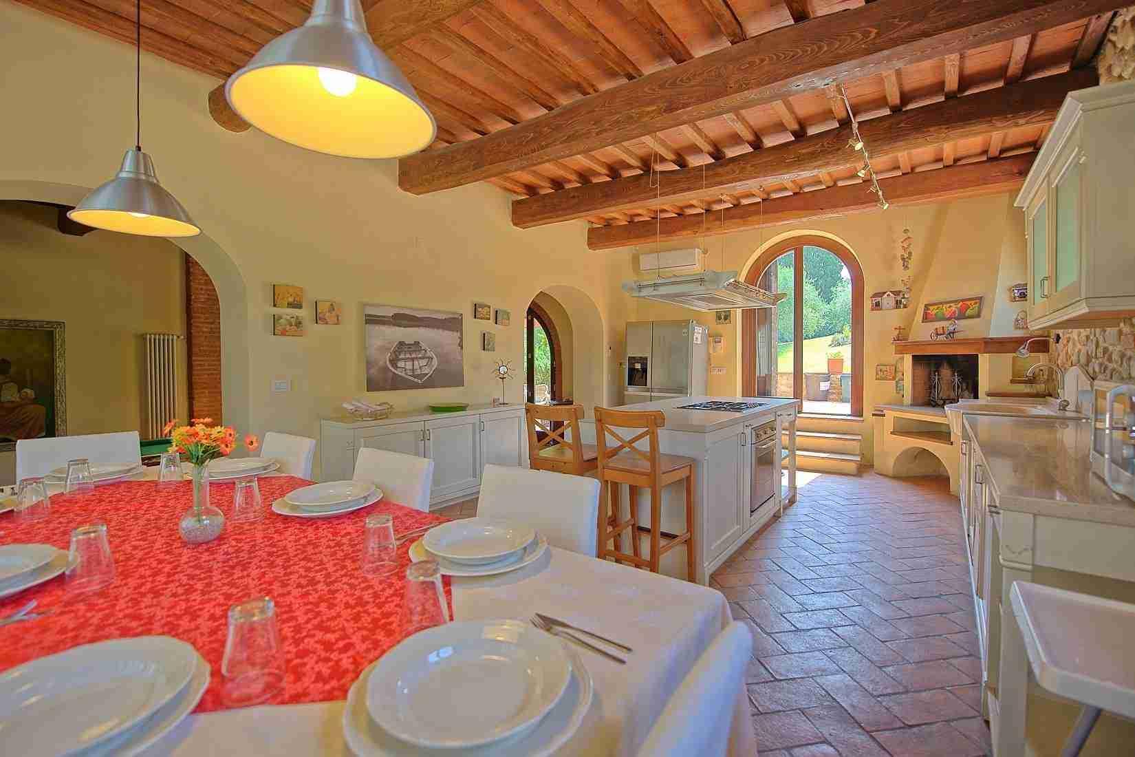 8 Ranieri kitchen