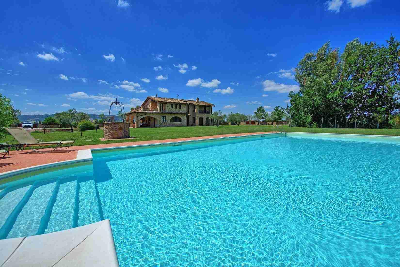 9 Assisi pool
