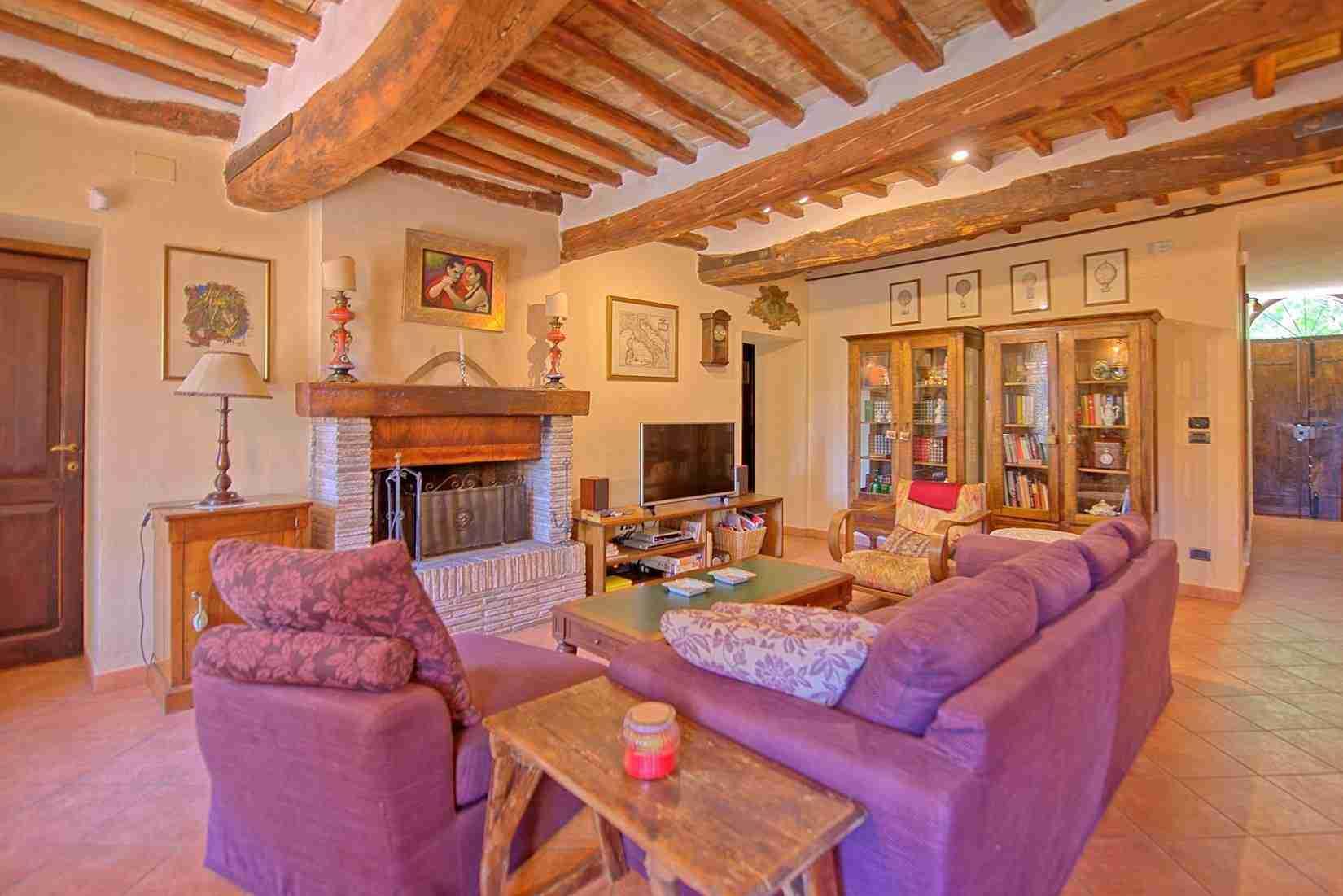 9 Clara living room