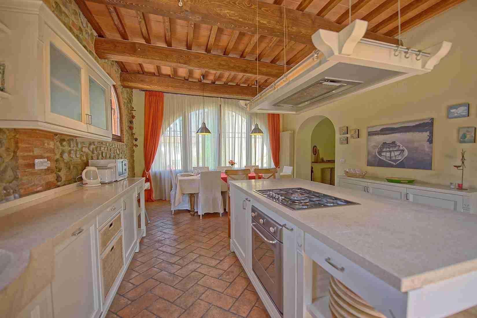 9 Ranieri kitchen