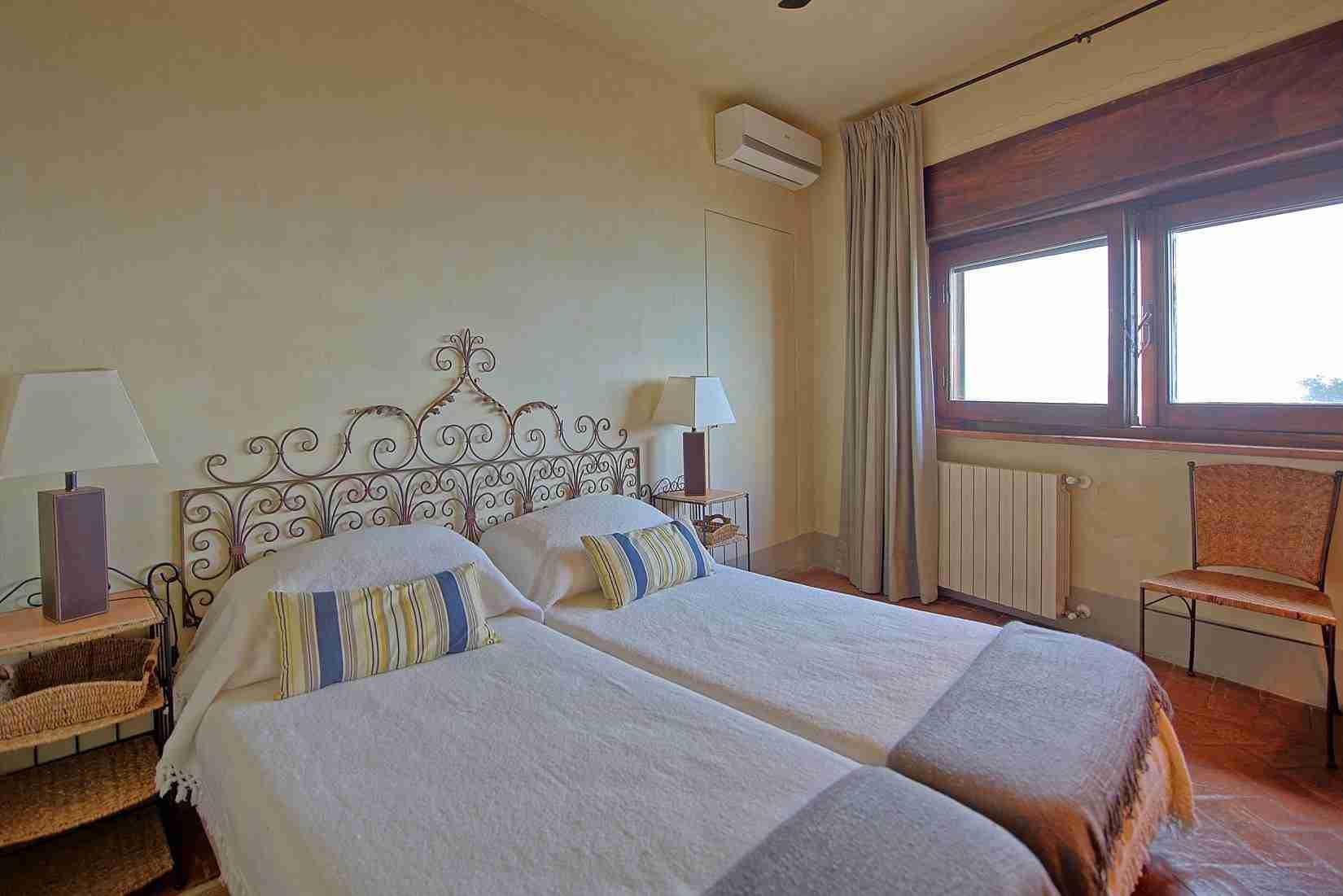 26 Mura del Bastione Twin Bedroom
