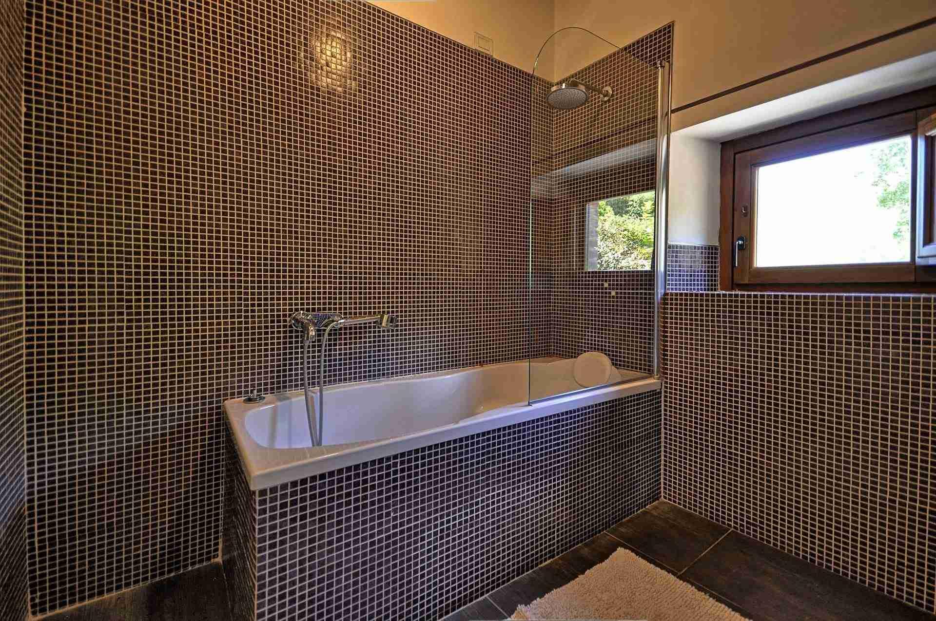 19 Perugini bath tub