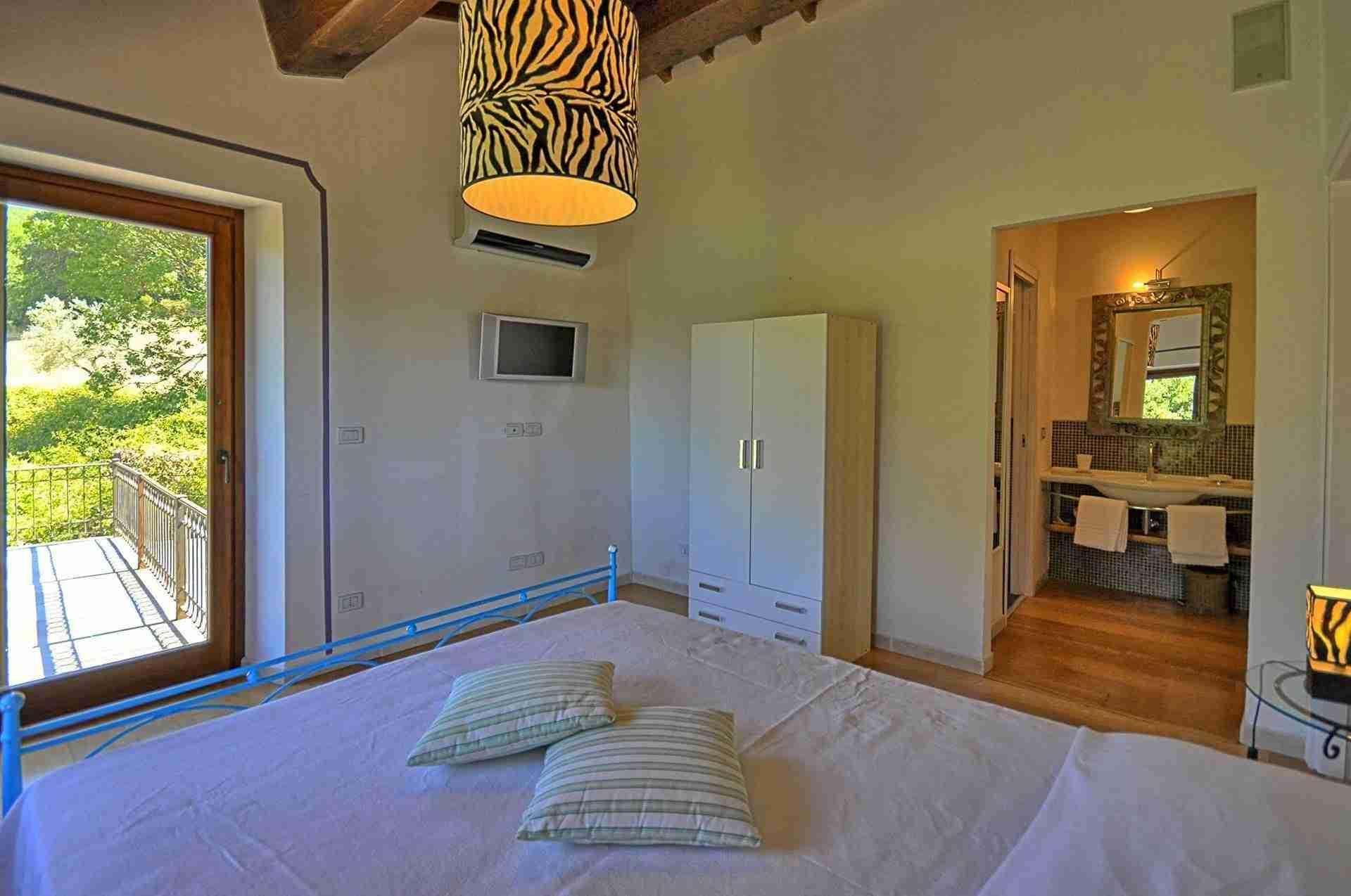 17 Perugini double bedroom
