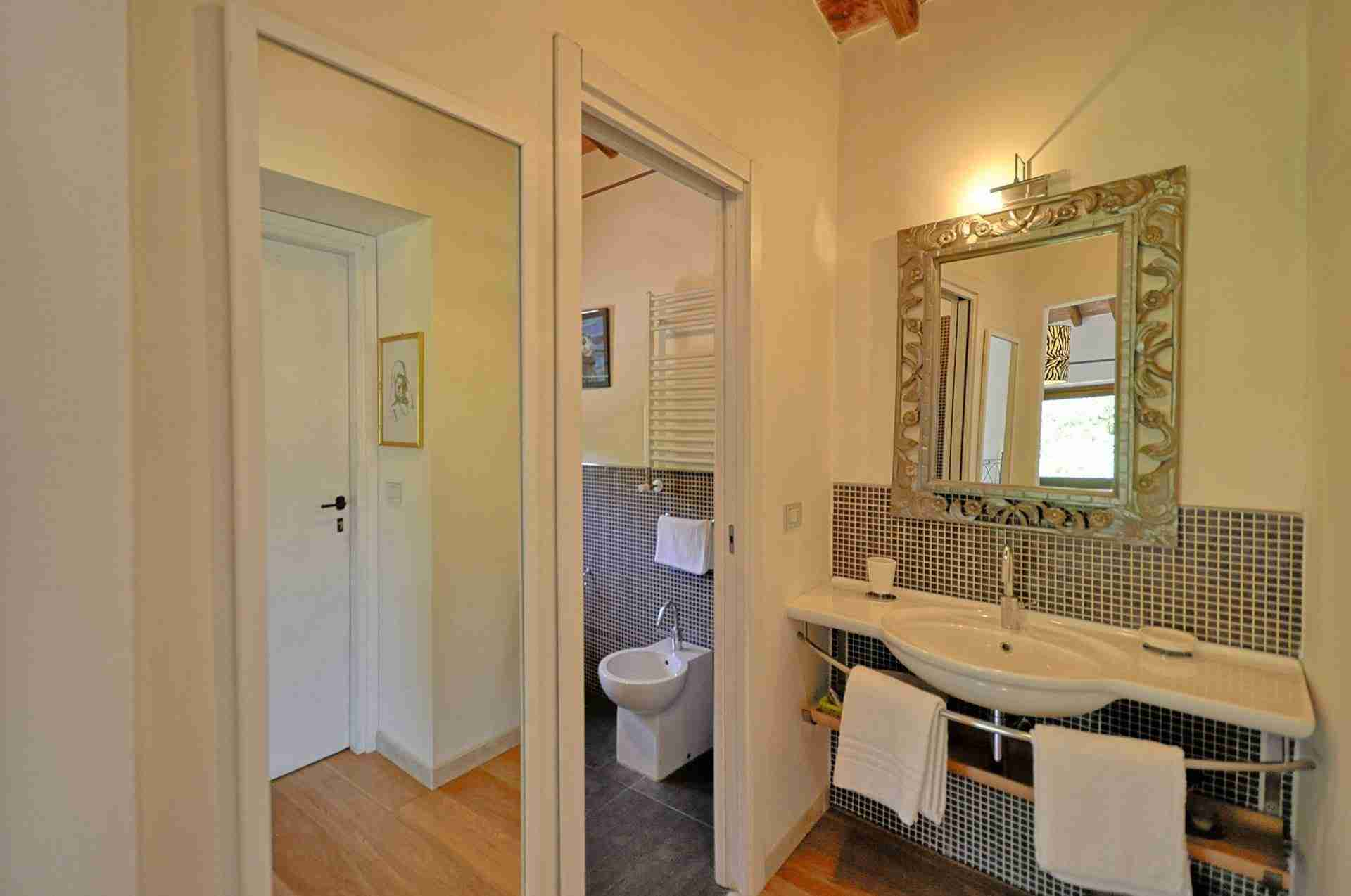 18 Perugini bathroom