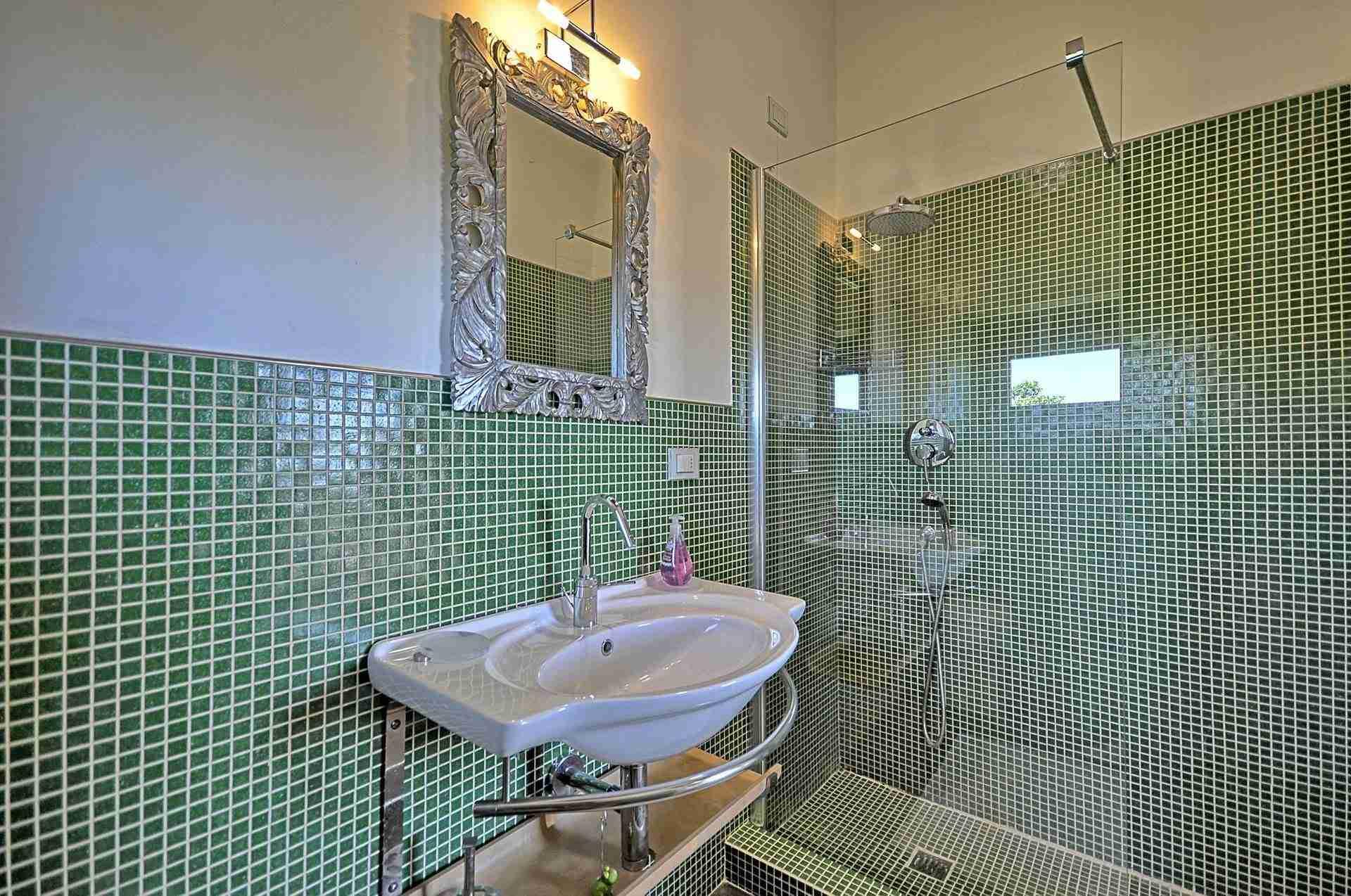 15 Perugini bathroom