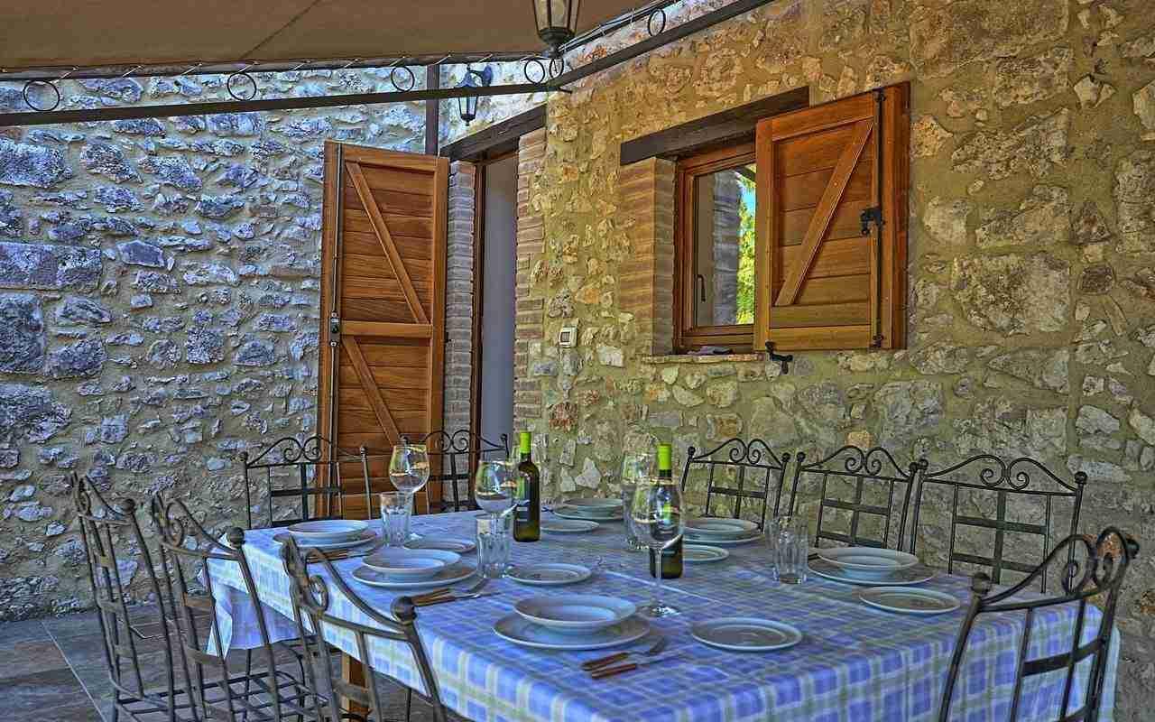 20 Perugini outdoor dining area