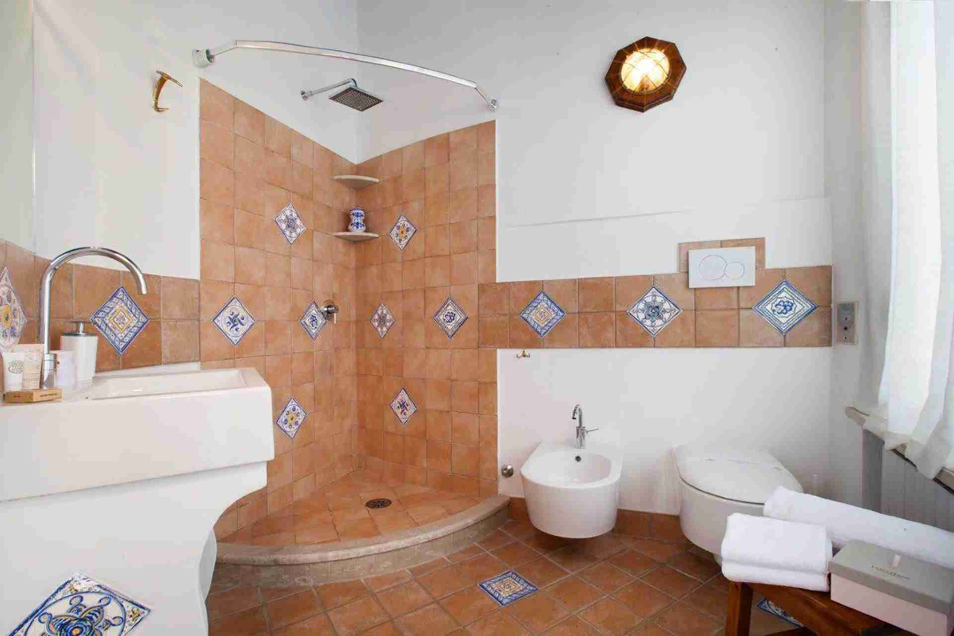19 paride bathroom